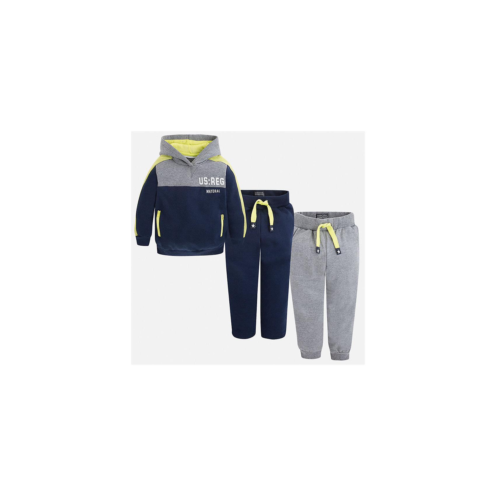 Спортивный костюм для мальчика MayoralКрасивый спортивный набор, который непременно пригодится каждому мальчику!<br><br>Дополнительная информация:<br><br>- В комплекте: Спортивная кофта, брюки (2 шт.)<br>- Крой: свободный крой.<br>- Страна бренда: Испания.<br>- Состав: хлопок 35%, полиэстер 65%.<br>- Цвет: серый, синий.<br>- Уход: бережная стирка при 30 градусах.<br><br>Стильный, практичный, долговечный и очень удобный спортивный костюм для мальчика.<br><br>Дополнительная информация:<br><br>- В комплекте: спортивная кофта и брюки (2 шт.)<br>- Крой: свободный крой.<br>- Страна бренда: Испания.<br>- Состав: хлопок 35%, полиэстер 65%.<br>- Цвет: синий, серый.<br>- Уход: бережная стирка при 30 градусах.<br><br>Купить спортивный костюм для мальчика Mayoral, можно в нашем магазине.<br><br>Ширина мм: 247<br>Глубина мм: 16<br>Высота мм: 140<br>Вес г: 225<br>Цвет: синий<br>Возраст от месяцев: 36<br>Возраст до месяцев: 48<br>Пол: Мужской<br>Возраст: Детский<br>Размер: 104,110,116,122,98,128,134<br>SKU: 4826524