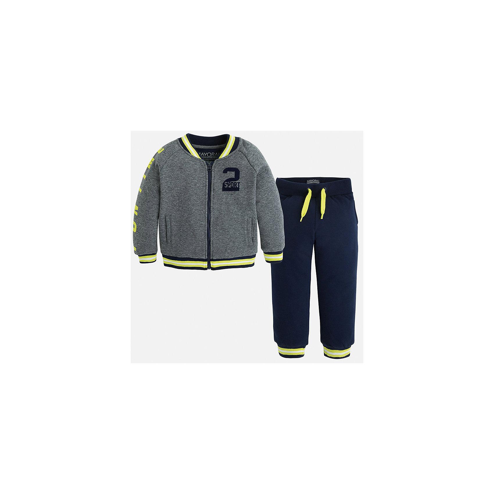 Спортивный костюм для мальчика MayoralМодный спортивный костюм для мальчика.<br>А приятный бонус, это куртка-бомбер, которую можно носить не только с спортивными брюками!<br><br>Дополнительная информация:<br><br>- В комплекте: куртка-бомбер и брюки.<br>- Крой: свободный крой.<br>- Страна бренда: Испания.<br>- Состав: хлопок 60%, полиэстер 40%.<br>- Цвет: серый.<br>- Уход: бережная стирка при 30 градусах.<br><br>Купить спортивный костюм для мальчика Mayoral, можно в нашем магазине.<br><br>Ширина мм: 247<br>Глубина мм: 16<br>Высота мм: 140<br>Вес г: 225<br>Цвет: разноцветный<br>Возраст от месяцев: 36<br>Возраст до месяцев: 48<br>Пол: Мужской<br>Возраст: Детский<br>Размер: 104,110,116,128,134,122,98<br>SKU: 4826556