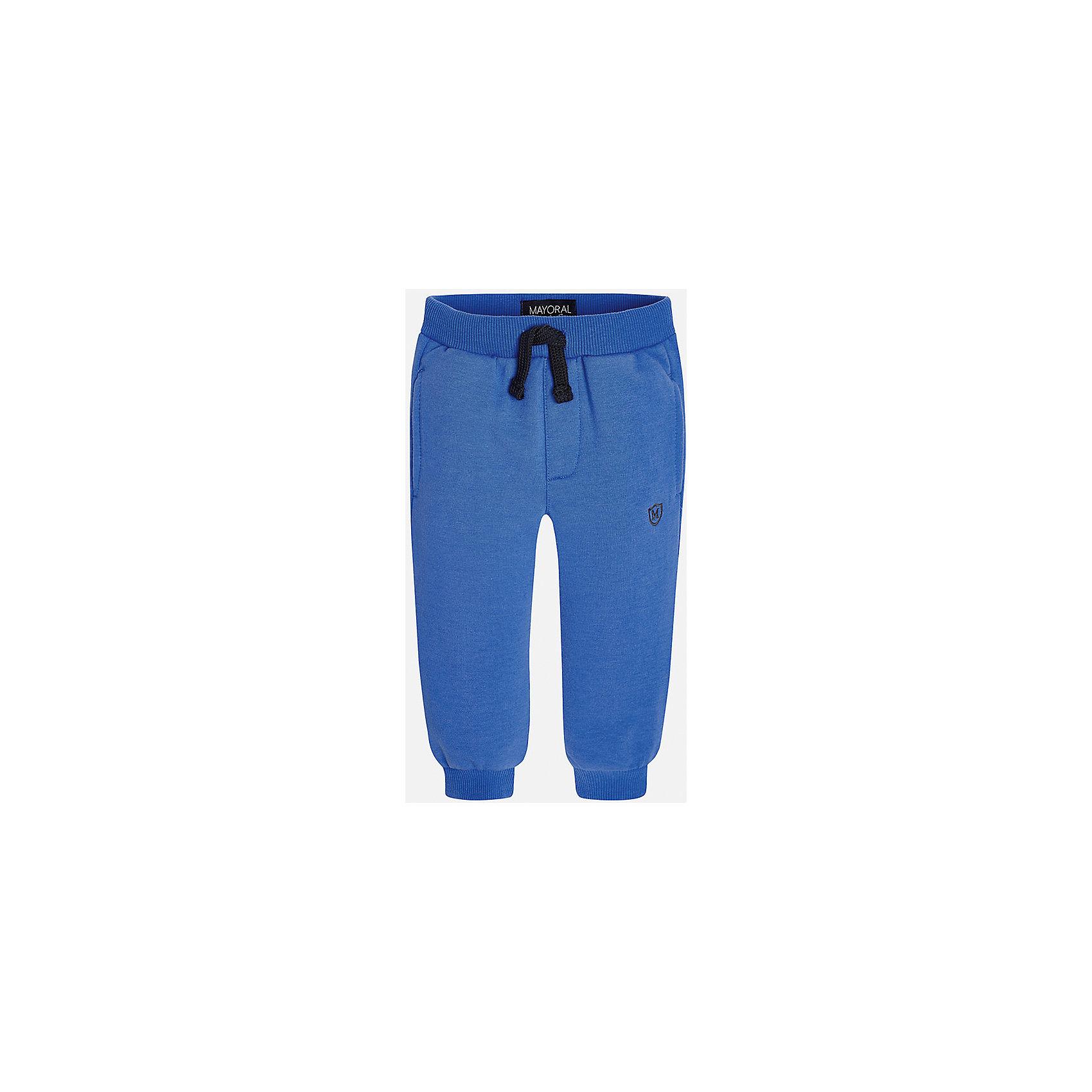 Брюки для мальчика MayoralБрюки<br>Очень удобные укороченные спортивные брюки для мальчика! У брюк зауженный крой, хорошая посадка, на талии регулируются специальной резинкой.<br><br>Дополнительная информация:<br><br>- Крой: зауженный крой.<br>- Страна бренда: Испания.<br>- Состав: хлопок 34%, полиэстер 62%, эластан 4%.<br>- Цвет: синий.<br>- Уход: бережная стирка при 30 градусах.<br><br>Купить брюки для мальчика Mayoral можно в нашем магазине.<br><br>Ширина мм: 215<br>Глубина мм: 88<br>Высота мм: 191<br>Вес г: 336<br>Цвет: синий<br>Возраст от месяцев: 6<br>Возраст до месяцев: 9<br>Пол: Мужской<br>Возраст: Детский<br>Размер: 74,92,86,80<br>SKU: 4826776