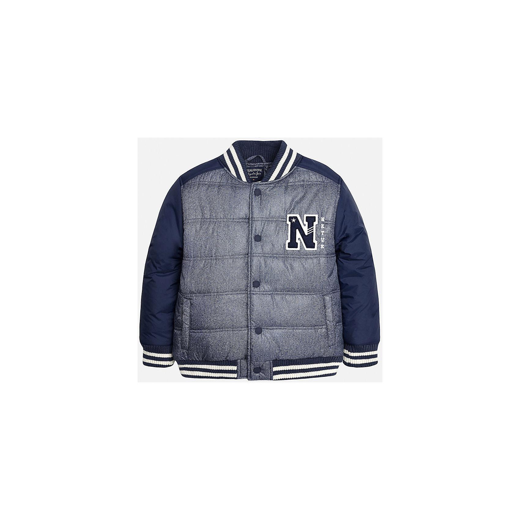 Куртка для мальчика MayoralВерхняя одежда<br>Куртка для мальчика известного испанского бренда Mayoral (Майорал). Стильная и удобная куртка на осень/весну. Пестрый темно-синий цвет сочетается с полностью синими рукавами. Качественная нашивка в спортивном стиле и полосатые трикотажные резинки на воротнике, манжетах и внизу куртки придутся по вкусу вашему чемпиону. У куртки имеются два кармана, застегивается на кнопки. Куртка изготовлена из непромокаемого и непродуваемого материала. Эта куртка отлично подойдет к джинсам или штанам спортивного стиля.<br><br>Дополнительная информация:<br><br>- Рукав: длинный<br>- Силуэт: прямой<br>Состав: 60% полиэстер, 40% хлопок<br><br>Куртку для мальчиков Mayoral (Майорал) можно купить в нашем интернет-магазине.<br><br>Подробнее:<br>• Для детей в возрасте: от 10 до 16 лет<br>• Номер товара: 4827079<br>Страна производитель: Китай<br><br>Ширина мм: 356<br>Глубина мм: 10<br>Высота мм: 245<br>Вес г: 519<br>Цвет: синий<br>Возраст от месяцев: 132<br>Возраст до месяцев: 144<br>Пол: Мужской<br>Возраст: Детский<br>Размер: 146/152,128/134,164/170,140/146,152/158,158/164<br>SKU: 4827085