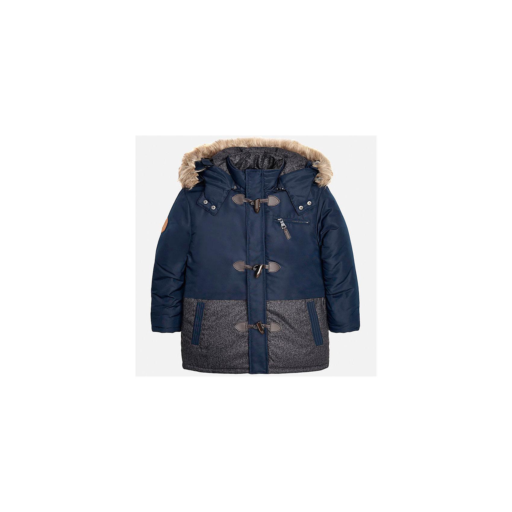Куртка для мальчика MayoralВерхняя одежда<br>Куртка для мальчика от популярного испанского бренда Mayoral(Майорал). Теплая куртка с капюшоном, спереди есть крупные пуговицы и 3 кармана. Капюшон с искусственным мехом. В этой куртке прогулки будут комфортными!<br><br>Дополнительная информация:<br>Состав: 100% полиэстер<br>Цвет: синий<br>Вы можете приобрести куртку Mayoral(Майорал) в нашем интернет-магазине.<br><br>Ширина мм: 356<br>Глубина мм: 10<br>Высота мм: 245<br>Вес г: 519<br>Цвет: синий<br>Возраст от месяцев: 96<br>Возраст до месяцев: 108<br>Пол: Мужской<br>Возраст: Детский<br>Размер: 128/134,152/158,146/152,164/170,158/164,140/146<br>SKU: 4827092