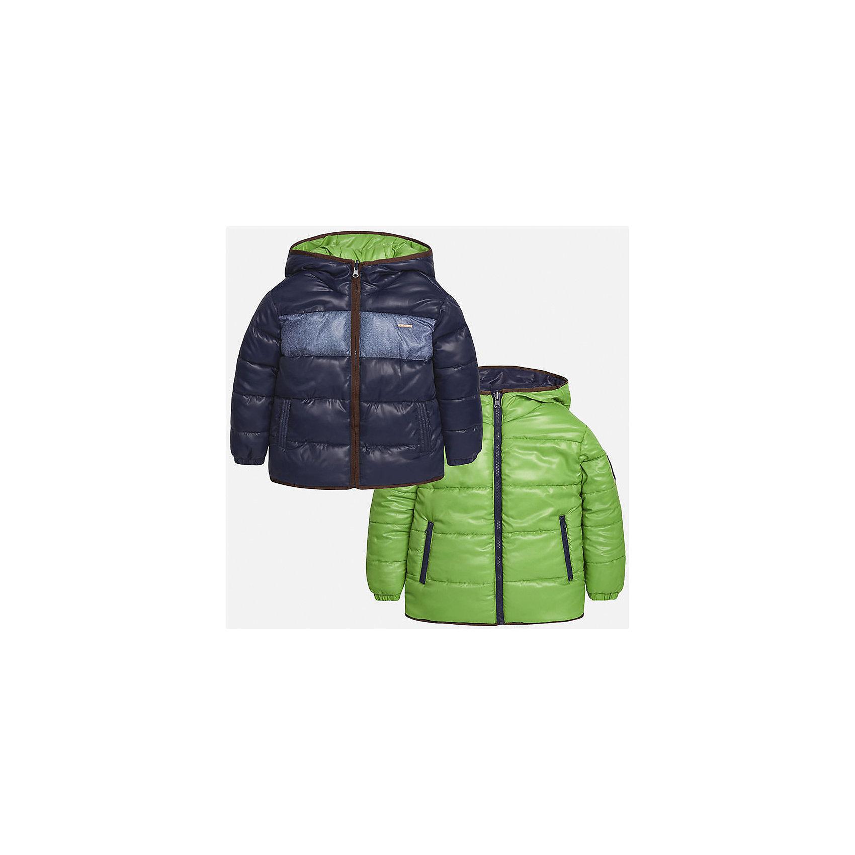 Куртка-трансформер для мальчика MayoralКуртка-трансформер для мальчика из коллекции осень-зима 2016-2017 известного испанского бренда Mayoral (Майорал). Стильная и удобная куртка сразу в двух цветах придет по вкусу вашему ребенку. Приятный фисташковый цвет можно сменить на темно-синий с пестрой серой полосой, цвета отлично сочетаются с дизайном куртки. Материал куртки – непромокаемая и непродуваемая плащевая ткань, в качестве утеплителя использован синтепон. Куртка застегивается на молнию, а также имеет 4 кармана (два внутренних, два внешних) и махровую нашивку с дизайном. Эта куртка отлично подойдет к брюкам, а также к джинсам или штанам спортивного стиля.<br><br>Дополнительная информация:<br><br>- Рукав: длинный<br>- Силуэт: прямой<br>- Утеплитель: синтепон<br>Состав: полиэстер 100%<br>Куртку-трансформер для мальчиков Mayoral (Майорал) можно купить в нашем интернет-магазине.<br><br>Подробнее:<br>• Для детей в возрасте: от 10 до 16 лет<br>• Номер товара: 4827156<br>Страна производитель: Китай<br><br>Ширина мм: 356<br>Глубина мм: 10<br>Высота мм: 245<br>Вес г: 519<br>Цвет: зеленый<br>Возраст от месяцев: 108<br>Возраст до месяцев: 120<br>Пол: Мужской<br>Возраст: Детский<br>Размер: 140/146,164/170,128/134,152/158,146/152,158/164<br>SKU: 4827155