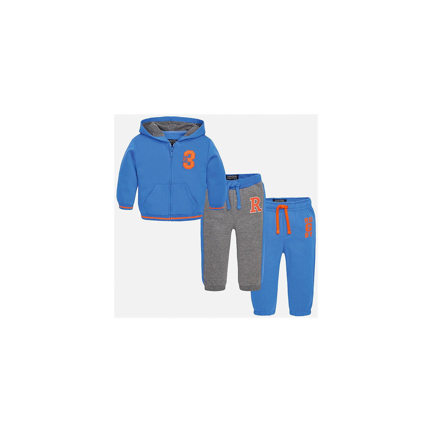 Спортивный костюм для мальчика MayoralСпортивный костюм для мальчика из коллекции осень-зима 2016-2017 известного испанского бренда Mayoral (Майорал). Стильный и удобный спортивный костюм сине-серого цвета, состоящий из толстовки и двух пар спортивных штанов придет по вкусу вашему чемниону. Толстовка имеет дизайнерскую нашивку оранжевого цвета на лицевой стороне и оранжевые полоски на манжетах и по нижнему краю мягких трикотажных резинок. Одни из штанов костюма совпадают по дизайну с толстовкой и имеют свободную резинку на штанинах. Вторые штаны набора – серые и имеют принт на лицевой стороне, штанины заканчиваются облегающей магкой трикотажной резинкой. Обе пары штанов имеют шнурки на поясе.<br><br>Дополнительная информация:<br>- Силуэт: прямой <br>- Капюшон: обычный<br><br>Состав: 40% полиэстер, 60% хлопок<br><br>Спортивный костюм для мальчика Mayoral (Майорал) можно купить в нашем интернет-магазине.<br><br>Подробнее:<br>• Для детей в возрасте: от 1 до 3 лет<br>• Номер товара: 4827247 <br>Страна производитель: Китай<br><br>Ширина мм: 247<br>Глубина мм: 16<br>Высота мм: 140<br>Вес г: 225<br>Цвет: синий<br>Возраст от месяцев: 6<br>Возраст до месяцев: 9<br>Пол: Мужской<br>Возраст: Детский<br>Размер: 74,92,86,80<br>SKU: 4827246