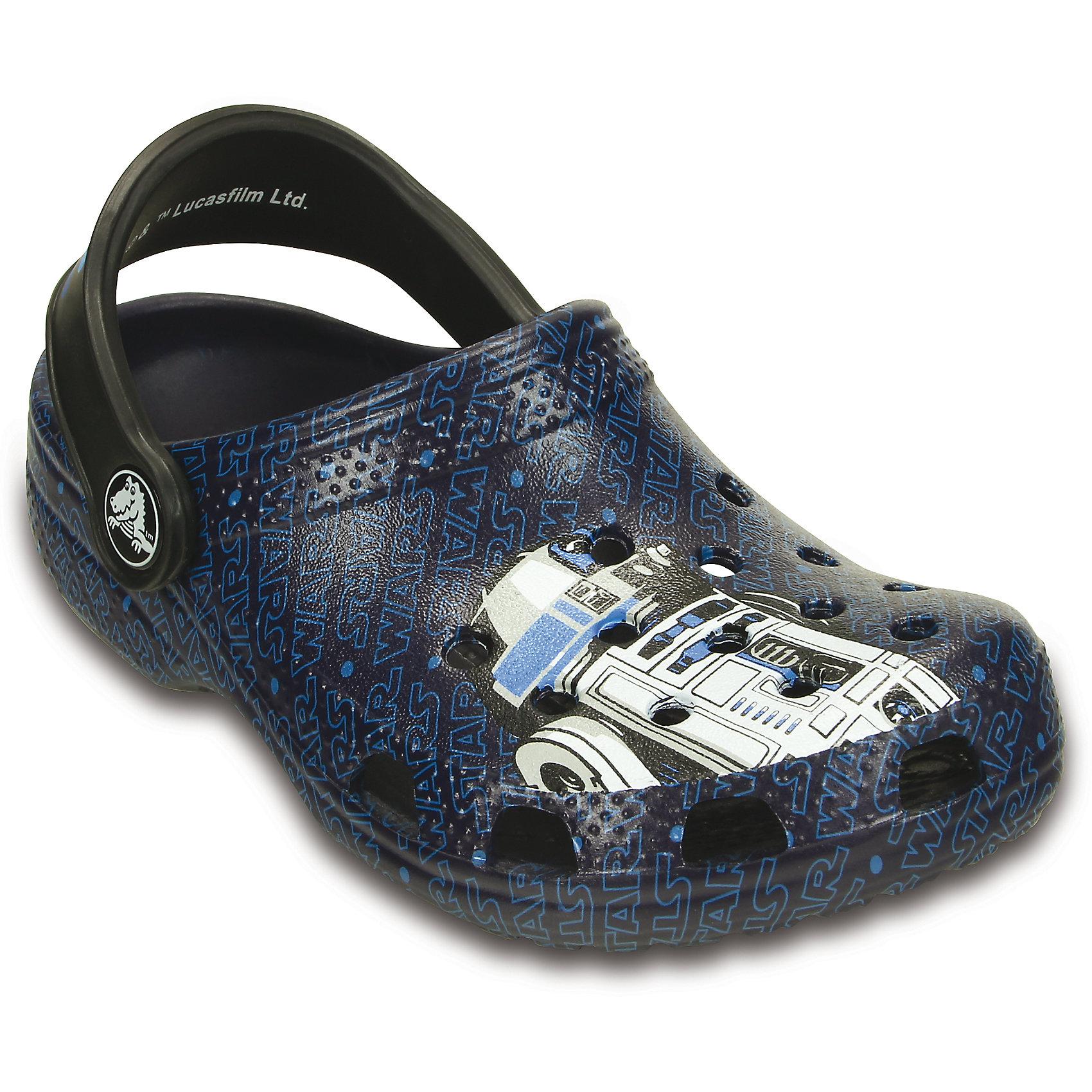 Сабо Classic Star Wars R2D2 C3PO CrocsПляжная обувь<br>Характеристики товара:<br><br>• цвет: разноцветный<br>• материал: 100% полимер Croslite™<br>• литая модель<br>• вентиляционные отверстия<br>• бактериостатичный материал<br>• пяточный ремешок фиксирует стопу<br>• толстая устойчивая подошва<br>• с принтом<br>• анатомическая стелька с массажными точками стимулирует кровообращение<br>• страна бренда: США<br>• страна изготовитель: Китай<br><br>Для правильного развития ребенка крайне важно, чтобы обувь была удобной. Такие сабо обеспечивают детям необходимый комфорт, а анатомическая стелька с массажными линиями для стимуляции кровообращения позволяет ножкам дольше не уставать. Сабо легко надеваются и снимаются, отлично сидят на ноге. Материал, из которого они сделаны, не дает размножаться бактериям, поэтому такая обувь препятствует образованию неприятного запаха и появлению болезней стоп. <br>Обувь от американского бренда Crocs в данный момент завоевала широкую популярность во всем мире, и это не удивительно - ведь она невероятно удобна. Её носят врачи, спортсмены, звёзды шоу-бизнеса, люди, которым много времени приходится бывать на ногах - они понимают, как важна комфортная обувь. Продукция Crocs - это качественные товары, созданные с применением новейших технологий. Обувь отличается стильным дизайном и продуманной конструкцией. Изделие производится из качественных и проверенных материалов, которые безопасны для детей.<br><br>Сабо от торговой марки Crocs можно купить в нашем интернет-магазине.<br><br>Ширина мм: 225<br>Глубина мм: 139<br>Высота мм: 112<br>Вес г: 290<br>Цвет: синий<br>Возраст от месяцев: 60<br>Возраст до месяцев: 72<br>Пол: Мужской<br>Возраст: Детский<br>Размер: 29/30,34/35,27/28,21/22,23/24,25/26,31/32,33/34<br>SKU: 4828066