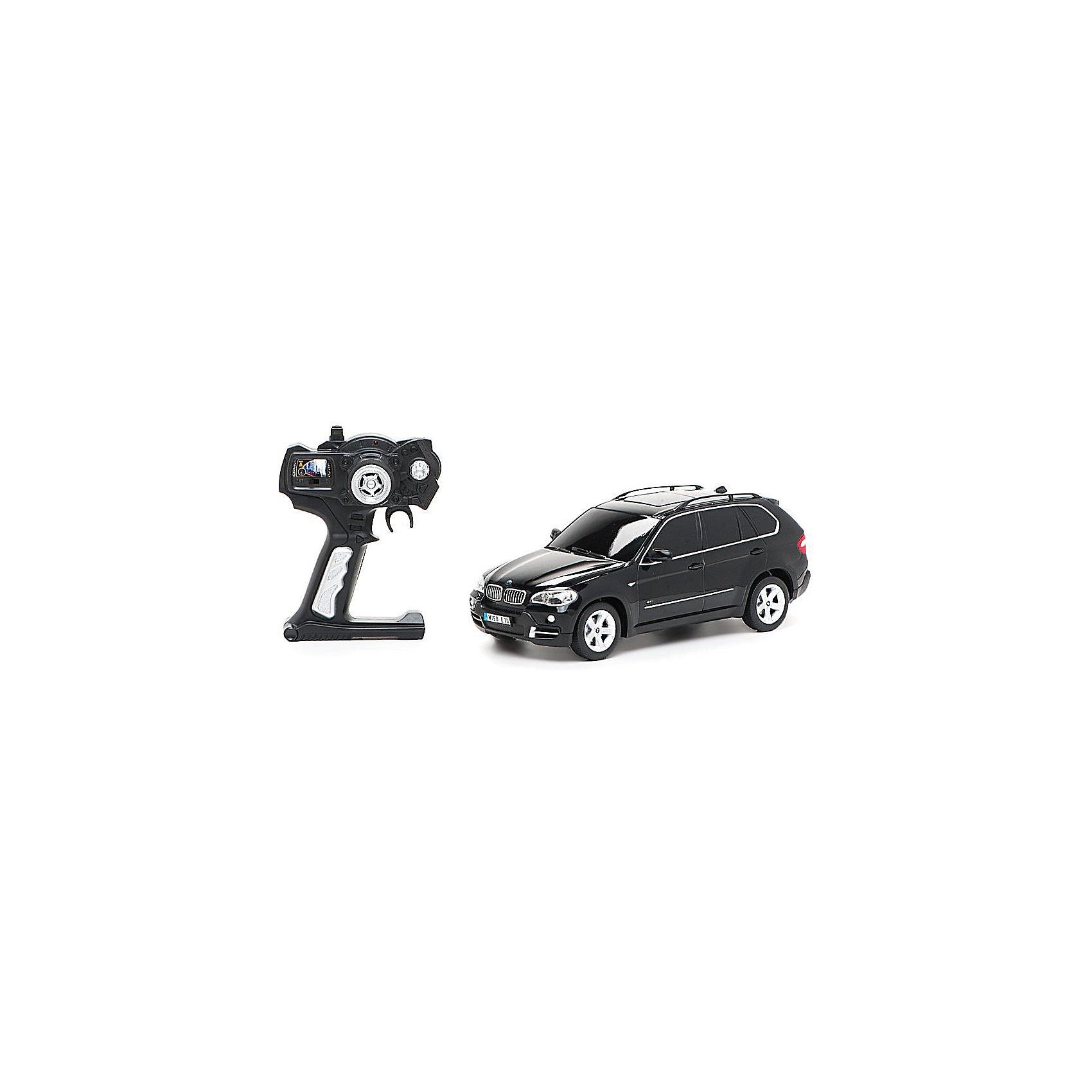 Машина BMW X5, 1:18, со светом, р/у, RASTAR, черныйНевероятно стильная и красивая модель, выполненная в масштабе 1:18 приведет в восторг любого мальчишку! Машина прекрасно детализирована, очень похожа на настоящий автомобиль, развивает скорость до 12км/ч. Модель имеет четыре направления движения: вперед, назад, вправо и влево, работающие передние и задние фары, стоп-сигналы, при повороте вправо/влево включаются поворотники, во время движения слышен шум работающего двигателя.   Дополнительная информация:  - Материал: пластик, металл. - Размер: 27,5х10,5х 10,4 см.  - Максимальная скорость 12 км/ч. - Время непрерывной работы: 120 мин. - Масштаб: 1:18. - Комплектация: машинка; пульт управления. - Звуковые и световые эффекты. - Элемент питания: 4 ААА батарейки 1 крона (в комплект не входят). - Дистанция управления: до 15 м Машину BMW X5, 1:18, со светом, р/у, RASTAR можно купить в нашем магазине.<br><br>Ширина мм: 170<br>Глубина мм: 380<br>Высота мм: 150<br>Вес г: 830<br>Возраст от месяцев: 36<br>Возраст до месяцев: 144<br>Пол: Мужской<br>Возраст: Детский<br>SKU: 4838268