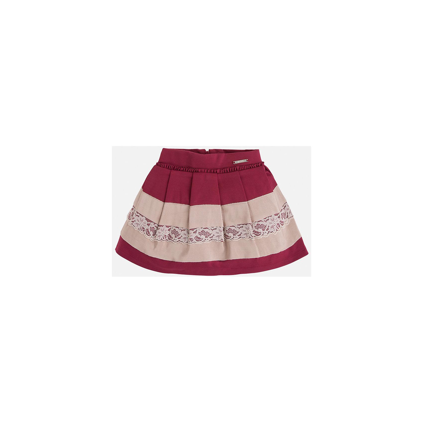 Юбка для девочки MayoralЮбки<br>Юбка для девочка от известного испанского бренда Mayoral(Майорал). Модель изготовлена из качественных материалов, приятных на ощупь. Юбка застегивается на молнию, украшена оборками, нежными кружевами. Контрастный дизайн юбки отлично смотрится на юной моднице!<br>Дополнительная информация:<br>-сзади застегивается на молнию<br>-украшена кружевами и оборками<br>-цвет: красный/бежевый<br>-состав: 71% вискоза, 26% полиамид, 3% эластан; подкладка: 80% полиэстер, 20% хлопок<br>Юбку Mayoral(Майорал) можно приобрести в нашем интернет-магазине.<br><br>Ширина мм: 207<br>Глубина мм: 10<br>Высота мм: 189<br>Вес г: 183<br>Цвет: красный<br>Возраст от месяцев: 24<br>Возраст до месяцев: 36<br>Пол: Женский<br>Возраст: Детский<br>Размер: 98,128,122,104,116,110,134<br>SKU: 4844231