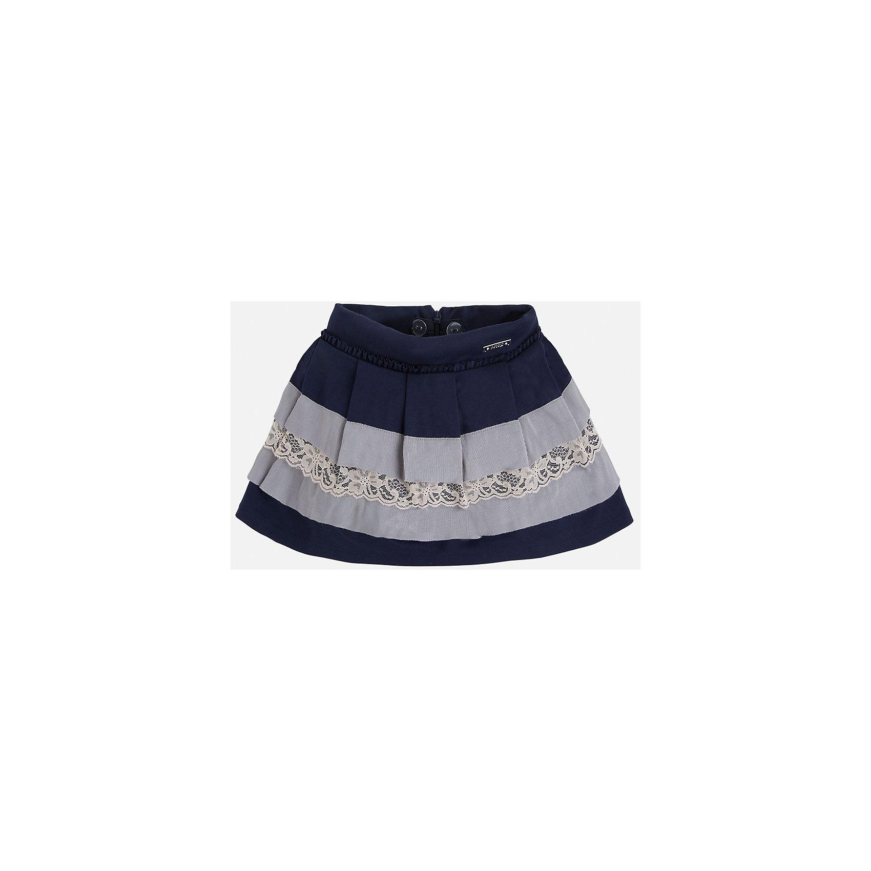 Юбка для девочки MayoralЮбка для девочка от известного испанского бренда Mayoral(Майорал). Модель изготовлена из качественных материалов, приятных на ощупь. Юбка застегивается на молнию, украшена оборками, нежными кружевами. Контрастный дизайн юбки отлично смотрится на юной моднице!<br>Дополнительная информация:<br>-сзади застегивается на молнию<br>-украшена кружевами и оборками<br>-цвет: синий/серый<br>-состав: 71% вискоза, 26% полиамид, 3% эластан; подкладка: 80% полиэстер, 20% хлопок<br>Юбку Mayoral(Майорал) можно приобрести в нашем интернет-магазине.<br><br>Ширина мм: 207<br>Глубина мм: 10<br>Высота мм: 189<br>Вес г: 183<br>Цвет: синий<br>Возраст от месяцев: 36<br>Возраст до месяцев: 48<br>Пол: Женский<br>Возраст: Детский<br>Размер: 104,134,128,122,116,98,110<br>SKU: 4844247