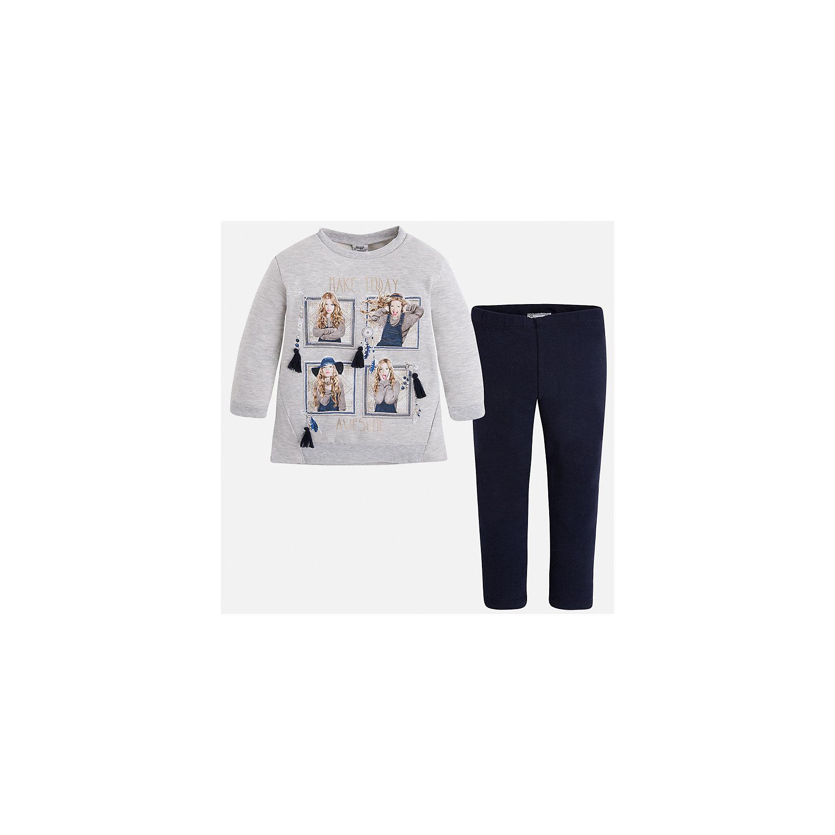 Комплект для девочки: футболка и леггинсы MayoralСтильный комплект от Mayoral состоит из футболки с длинным рукавом и леггинсов контрастной расцветки. Футболка оформлена оригинальным принтом с объемными элементами. Леггинсы на поясе с резинкой отлично облегают фигуру, не вытягиваются во время стирки и носки. Комплект выполнен из приятного на ощупь трикотажного материала. <br><br>Дополнительная информация:<br><br>- Мягкий трикотажный материал. <br>- Комплектация: леггинсы, футболка. <br>- Округлый вырез горловины. <br>- Оригинальный принт спереди. <br>- Манжеты и горловина в рубчик.<br>- Леггинсы контрастной расцветки на поясе с резинкой. <br>Состав:<br>- 60% хлопок, 35% полиэстер, 5% эластан.<br><br>Комплект: футболку и леггинсы для девочки Mayoral (Майорал), серый/темно-синий, можно купить в нашем магазине.<br><br>Ширина мм: 123<br>Глубина мм: 10<br>Высота мм: 149<br>Вес г: 209<br>Цвет: синий<br>Возраст от месяцев: 60<br>Возраст до месяцев: 72<br>Пол: Женский<br>Возраст: Детский<br>Размер: 116,92,98,104,110,134,122,128<br>SKU: 4844961