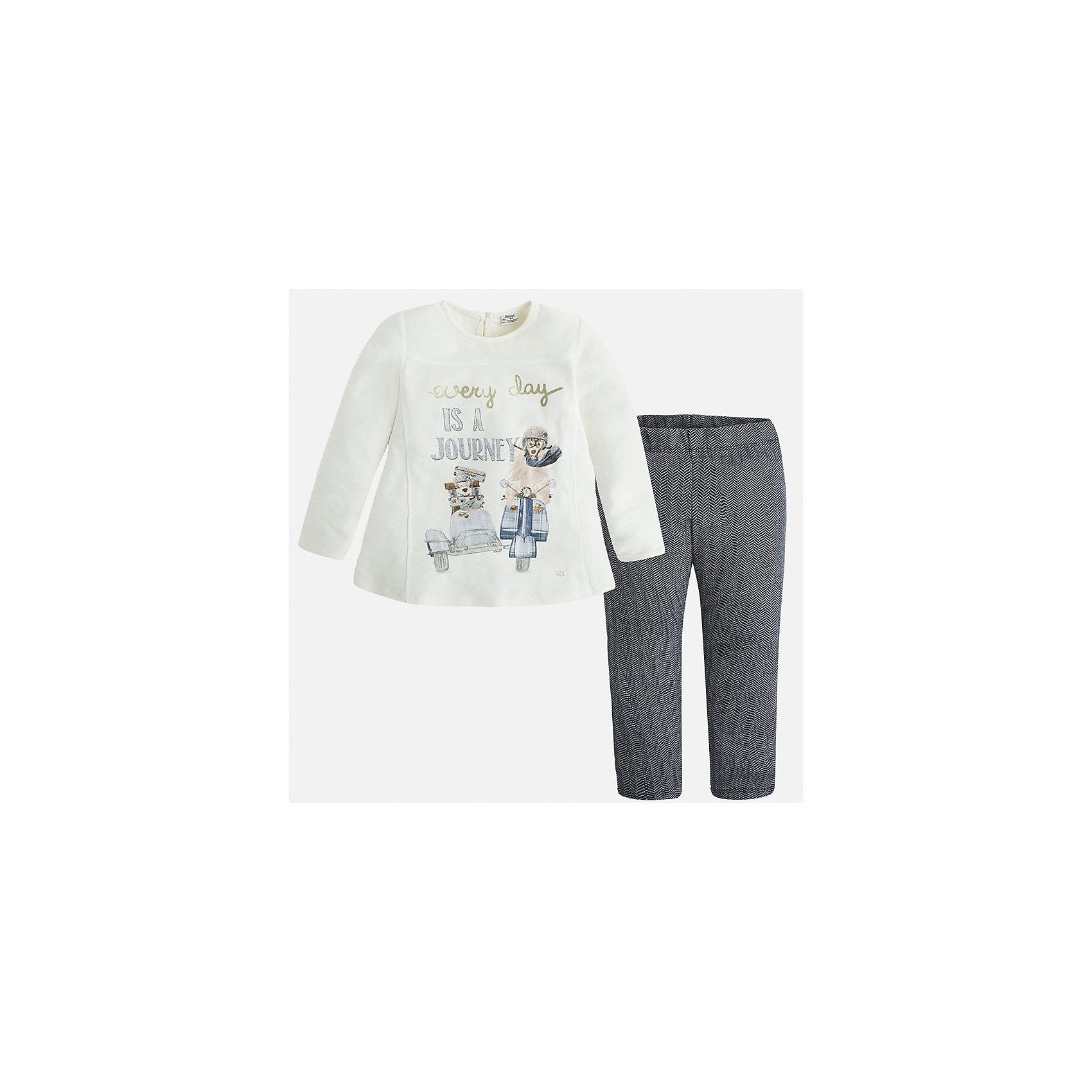 Комлект для девочки: футболка и леггинсы MayoralКомплекты<br>Стильный комплект от Mayoral состоит из футболки с длинным рукавом и леггинсов контрастной расцветки. Футболка оформлена оригинальным принтом с объемными элементами и вышивкой. Леггинсы из ткани в рубчик отлично облегают фигуру, не вытягиваются во время стирки и носки. Комплект выполнен из натурального хлопка, прекрасно пропускает воздух, очень приятен к телу.  <br><br>Дополнительная информация:<br><br>- Мягкий трикотажный материал. <br>- Комплектация: леггинсы, футболка. <br>- Округлый вырез горловины. <br>- Футболка застегивается на пуговицу сзади. <br>- Оригинальный принт спереди. <br>- Леггинсы на поясе с резинкой.<br>Состав:<br>- 100% хлопок.<br><br>Комплект: футболку и леггинсы для девочки Mayoral (Майорал), белый/темно-синий, можно купить в нашем магазине.<br><br>Ширина мм: 123<br>Глубина мм: 10<br>Высота мм: 149<br>Вес г: 209<br>Цвет: синий<br>Возраст от месяцев: 96<br>Возраст до месяцев: 108<br>Пол: Женский<br>Возраст: Детский<br>Размер: 128,98,134,122,110,104,116<br>SKU: 4844978