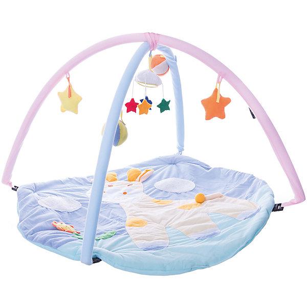 Детский игровой коврик Жираф с мягкими игрушками на подвеске в сумкеРазвивающие коврики<br>Детский игровой коврик Жираф с мягкими игрушками на подвеске в сумке<br><br>Характеристики:<br><br>• приятные цвета <br>• подвесные игрушки<br>• материал: текстиль, пластик<br>• размер: 84х6х56 см<br><br>Игровой коврик Жираф предназначен для развития ребенка с самого рождения. Коврик изготовлен из мягкого материала, который приятен на ощупь и не раздражает кожу ребенка. На поверхности изображен веселый жираф, радующийся встрече с малышом. Коврик оснащен двумя дугами и мягкими подвесными игрушками. Малыш сможет внимательно рассмотреть их и попытаться дотянуться. Это поможет развить координацию движений, моторику, цветовое восприятие, хватательный рефлекс и тактильные ощущения. Коврик очень компактен при хранении и неприхотлив в уходе.<br><br>Детский игровой коврик Жираф с мягкими игрушками на подвеске в сумке вы можете купить в нашем интернет-магазине.<br>Ширина мм: 84; Глубина мм: 6; Высота мм: 56; Вес г: 860; Возраст от месяцев: 0; Возраст до месяцев: 36; Пол: Унисекс; Возраст: Детский; SKU: 4845290;