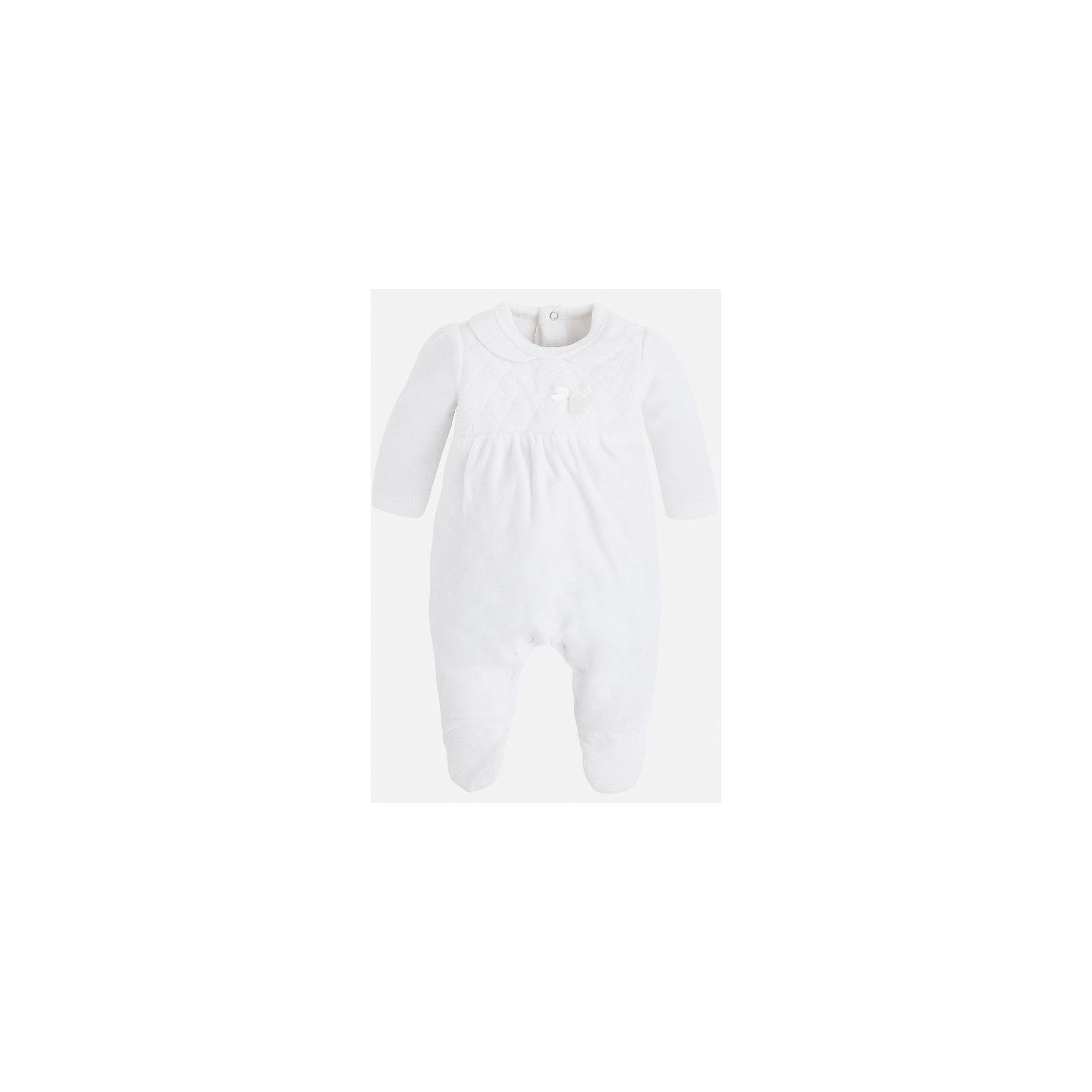 Пижама для девочки MayoralНаборы одежды, конверты на выписку<br>Пижама для девочки Mayoral подарит вашей малышке яркие и добрые сны. Модель в виде комбинезона, застегивающегося на кнопки. Пижама выполнена из высококачественного приятного к телу материала, декорирована отстрочкой на груди и атласным бантиком с пластиковым цветком. <br><br>Дополнительная информация:<br><br>- Мягкий, приятный на ощупь материал. <br>- Небольшой отложной воротник.<br>- Застегивается на кнопки (на спине и между ног).<br>- Отстрочка на груди.<br>- Небольшой атласный бантик с подвеской в виде цветочка. <br>Состав: <br>- верх - 80% хлопок, 29% полиэстер; подкладка - 100% хлопок. <br><br>Пижаму для девочки Mayoral (Майорал), белую, можно купить в нашем магазине.<br><br>Ширина мм: 281<br>Глубина мм: 70<br>Высота мм: 188<br>Вес г: 295<br>Цвет: бежевый<br>Возраст от месяцев: 3<br>Возраст до месяцев: 6<br>Пол: Женский<br>Возраст: Детский<br>Размер: 68,62,56,50<br>SKU: 4846124