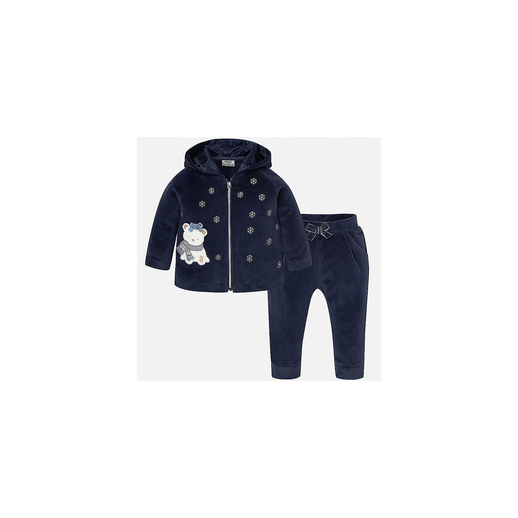 Спортивный костюм для девочки MayoralКомплекты<br>Оригинальный спортивный костюм для самых стильных девчонок! Костюм состоит из толстовки, оформленной вышивкой и аппликацией и брюк на эластичном поясе с кокетливым бантиком. Уютный, красивый и практичный костюм Mayoral - прекрасный вариант для повседневной носки и активного отдыха!<br><br>Дополнительная информация:<br><br>- Мягкая, приятная на ощупь ткань.<br>- Комплектация: толстовка, брюки.<br>- Толстовка с капюшоном на подкладке. <br>- Застегивается на молнию.<br>- Вышивка в виде снежинок.<br>- Нежная аппликация. <br>- Брюки на эластичном поясе.<br>- Манжеты на брючинах. <br>- Кокетливый бантик на поясе. <br>Состав: <br>- 80% хлопок, 20% полиэстер. <br><br>Спортивный костюм для девочки Mayoral (Майорал), темно-синий, можно купить в нашем магазине.<br><br>Ширина мм: 247<br>Глубина мм: 16<br>Высота мм: 140<br>Вес г: 225<br>Цвет: синий<br>Возраст от месяцев: 6<br>Возраст до месяцев: 9<br>Пол: Женский<br>Возраст: Детский<br>Размер: 74,86,80,92<br>SKU: 4846223