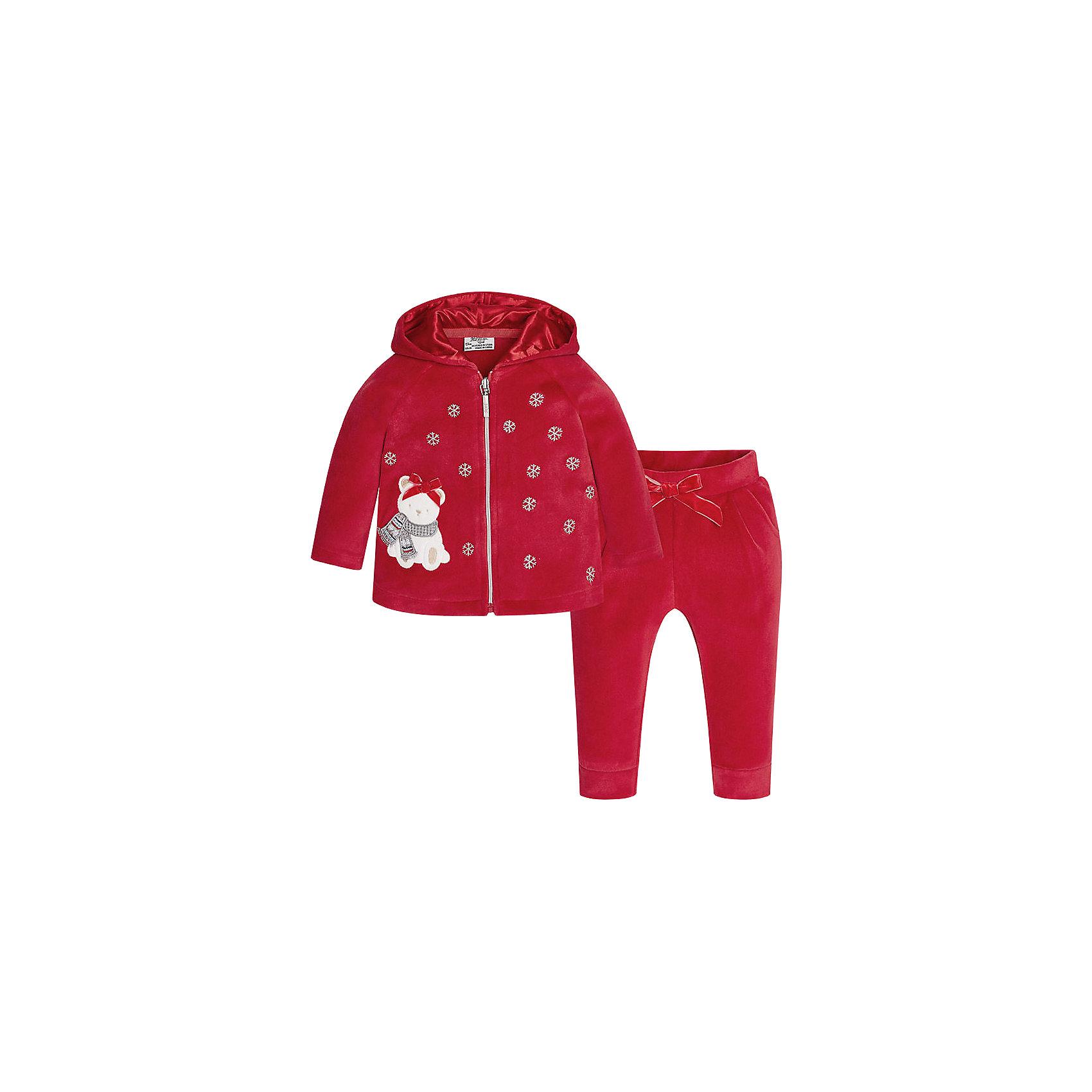 Спортивный костюм для девочки MayoralКомплекты<br>Оригинальный спортивный костюм для самых стильных девчонок! Костюм состоит из толстовки, оформленной вышивкой и аппликацией и брюк на эластичном поясе с кокетливым бантиком. Уютный, красивый и практичный костюм Mayoral - прекрасный вариант для повседневной носки и активного отдыха!<br><br>Дополнительная информация:<br><br>- Мягкая, приятная на ощупь ткань.<br>- Комплектация: толстовка, брюки.<br>- Толстовка с капюшоном на подкладке. <br>- Застегивается на молнию.<br>- Вышивка в виде снежинок.<br>- Нежная аппликация. <br>- Брюки на эластичном поясе.<br>- Манжеты на брючинах. <br>- Кокетливый бантик на поясе. <br>Состав: <br>- 80% хлопок, 20% полиэстер. <br><br>Спортивный костюм для девочки Mayoral (Майорал), красный, можно купить в нашем магазине.<br><br>Ширина мм: 247<br>Глубина мм: 16<br>Высота мм: 140<br>Вес г: 225<br>Цвет: красный<br>Возраст от месяцев: 6<br>Возраст до месяцев: 9<br>Пол: Женский<br>Возраст: Детский<br>Размер: 74,92,80,86<br>SKU: 4846228
