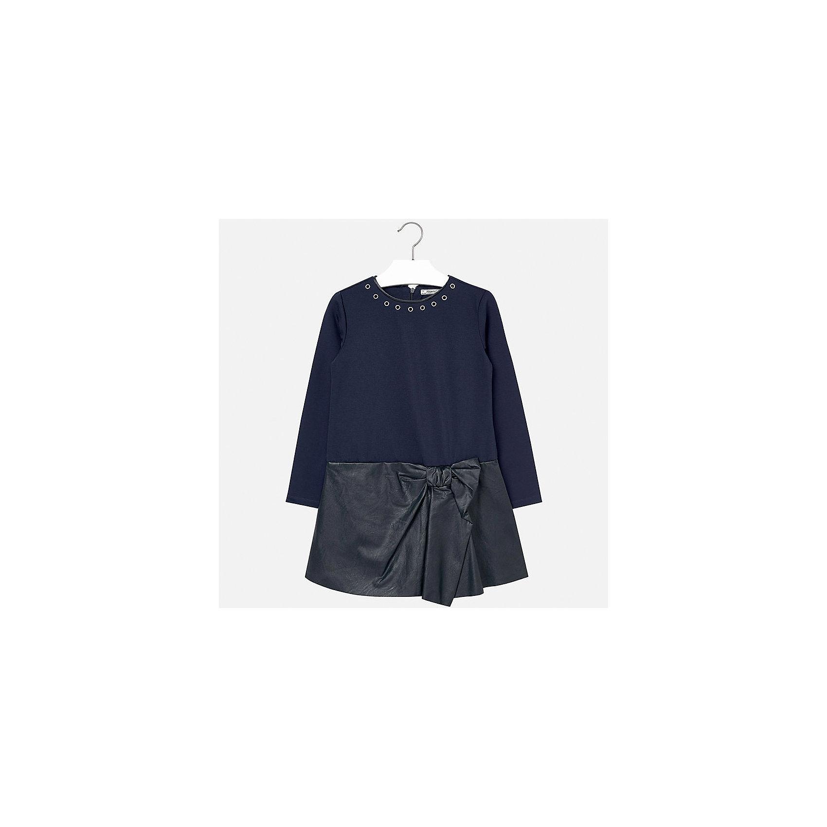 Платье для девочки MayoralПлатья и сарафаны<br>Платье для девочки Mayoral (Майорал) от известного испанского бренда Mayoral. Платье выполнено из сочетания трикотажа плотной двойной вязки и кожзаменителя высокого качества. У платья длинный рукав, сзади имеется потайная молния, юбка имеет оригинальное оформление с имитацией завязанного банта.  Круглая горловина обработана узким кантом из кожзаменителя, вдоль гогловины имеются  круглые металлические колечки. Верх изделия выполнен в темно-синем цвете, низ – черный. Платье из кожзаменителя идеально подойдет в качестве праздничного варианта одежды.<br><br>Дополнительная информация:<br><br>- Предназначение: праздничная одежда<br>- Цвет: темно-синий, черный<br>- Пол: для девочки<br>- Состав: 92% полиэстер, 8% эластан; подклад 100% хлопок<br>- Сезон: осень-зима<br>- Особенности ухода: стирка при температуре 30 градусов, химчистка, глажение<br><br>Подробнее:<br><br>• Для детей в возрасте: от 8 лет и до 16 лет<br>• Страна производитель: Китай<br>• Торговый бренд: Mayoral<br><br>Платье для девочки Mayoral (Майорал) можно купить в нашем интернет-магазине.<br><br>Ширина мм: 236<br>Глубина мм: 16<br>Высота мм: 184<br>Вес г: 177<br>Цвет: синий<br>Возраст от месяцев: 132<br>Возраст до месяцев: 144<br>Пол: Женский<br>Возраст: Детский<br>Размер: 134/140,128/134,158/164,146/152,164/170,152/158<br>SKU: 4847542