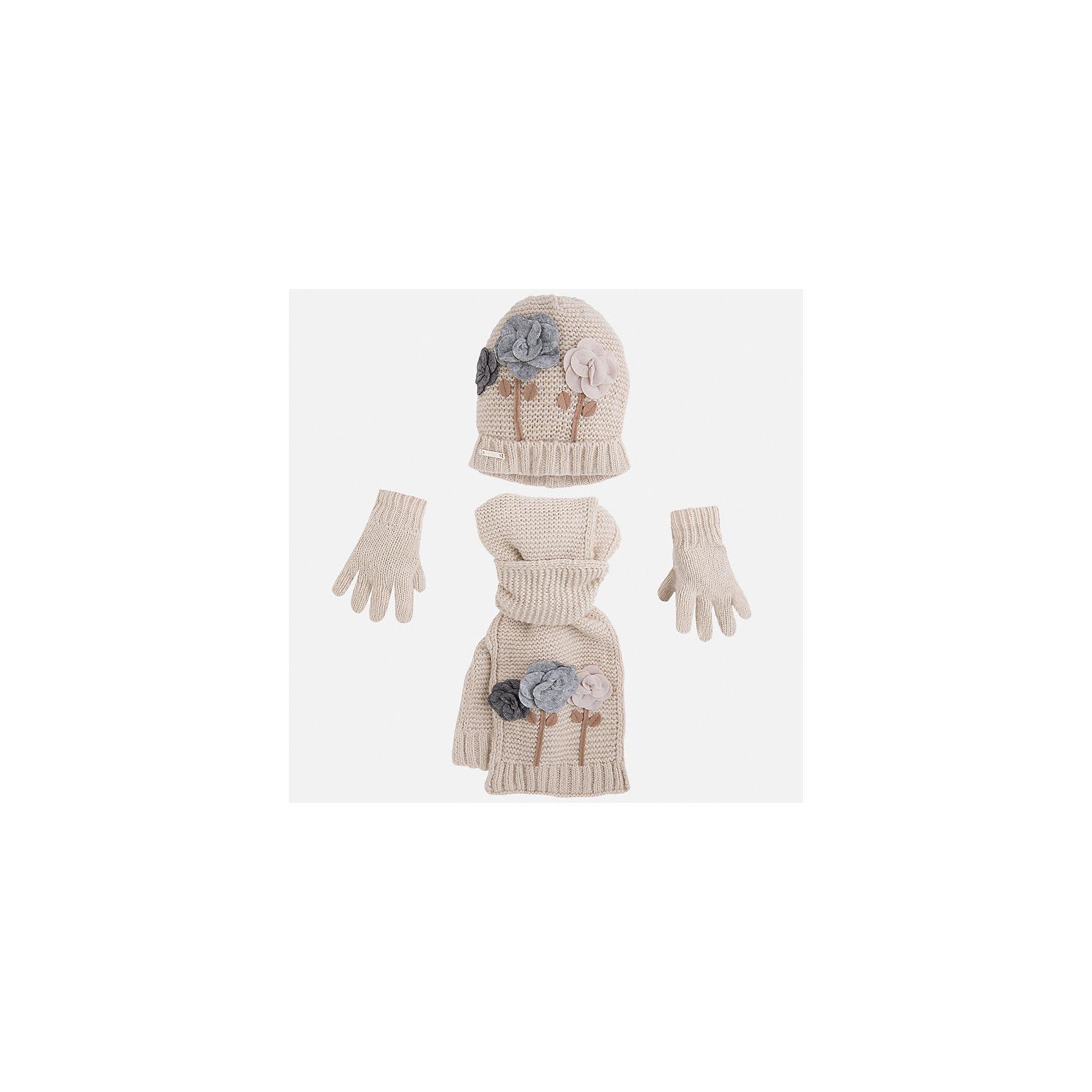 Комплект:шапка, шарф и перчатки для девочки MayoralКомплект из шапки, шарфа и перчаток для девочки от известного испанского бренда Mayoral(Майорал). Все изделия изготовлены из качественных гипоаллергенных тканей, приятных на ощупь. Шапка и шарф декорированы аппликацией цветы. С этим комплектом девочке будет очень тепло и комфортно!<br><br>Дополнительная информация:<br>Состав: 87% акрил, 13% полиамид<br>Цвет: молочный<br>Комплект из шарфа, шапки и перчаток Mayoral(Майорал) можно приобрести в нашем интернет-магазине.<br><br>Ширина мм: 89<br>Глубина мм: 117<br>Высота мм: 44<br>Вес г: 155<br>Цвет: бежевый<br>Возраст от месяцев: 48<br>Возраст до месяцев: 72<br>Пол: Женский<br>Возраст: Детский<br>Размер: 52-54,48-50,54-56<br>SKU: 4847758
