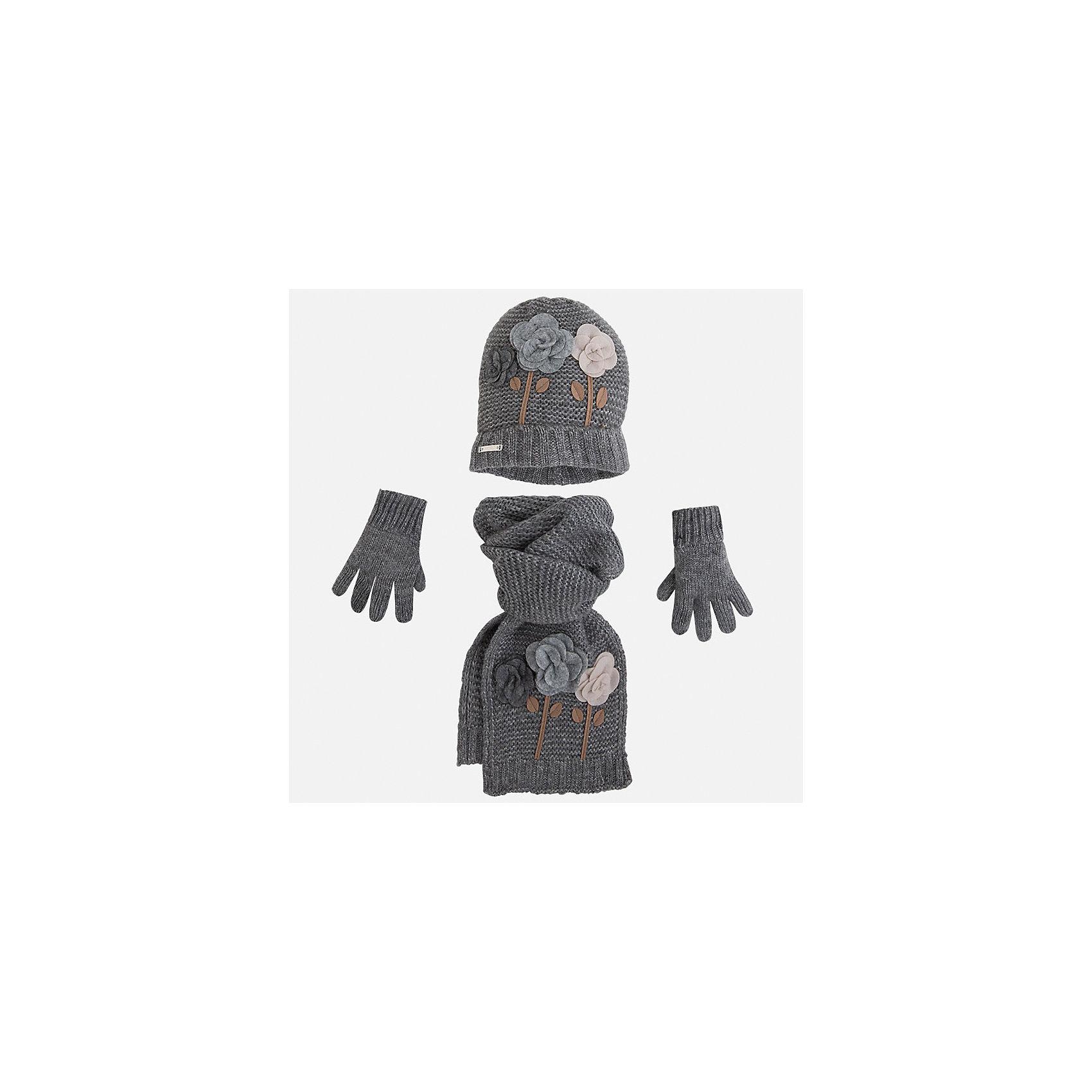 Комплект:шапка, шарф и перчатки для девочки MayoralКомплект: шапка, шарф и перчатки для девочки Mayoral от известного испанского бренда Mayoral. Вязаный комплект выполнен из акриловой пряжи с добавлением полиамида, что обеспечивает высокую износоустойчивость, сохранение формы и цвета даже при длительном использовании. Комплект выполнен в сером цвете рельефной вязкой:  на шапке и перчатках имеются отвороты из вязаной резинки. Шарф и шапка оформлены объемной аппликацией в форме разноцветных роз. <br><br>Дополнительная информация:<br><br>- Предназначение: повседневная одежда<br>- Комплектация: шапка, шарф, перчатки <br>- Цвет: серый меланж<br>- Пол: для девочки<br>- Состав: 87% акрил, 13% полиамид<br>- Сезон: осень-зима-весна<br>- Особенности ухода: стирка при температуре 30 градусов, разрешается химическая чистка, глажение <br><br>Подробнее:<br><br>• Для детей в возрасте: от 2 лет и до 9 лет<br>• Страна производитель: Китай<br>• Торговый бренд: Mayoral<br><br>Комплект: шапка, шарф и перчатки для девочки Mayoral (Майорал) можно купить в нашем интернет-магазине.<br><br>Ширина мм: 89<br>Глубина мм: 117<br>Высота мм: 44<br>Вес г: 155<br>Цвет: серый<br>Возраст от месяцев: 48<br>Возраст до месяцев: 72<br>Пол: Женский<br>Возраст: Детский<br>Размер: 52-54,54-56,48-50<br>SKU: 4847762