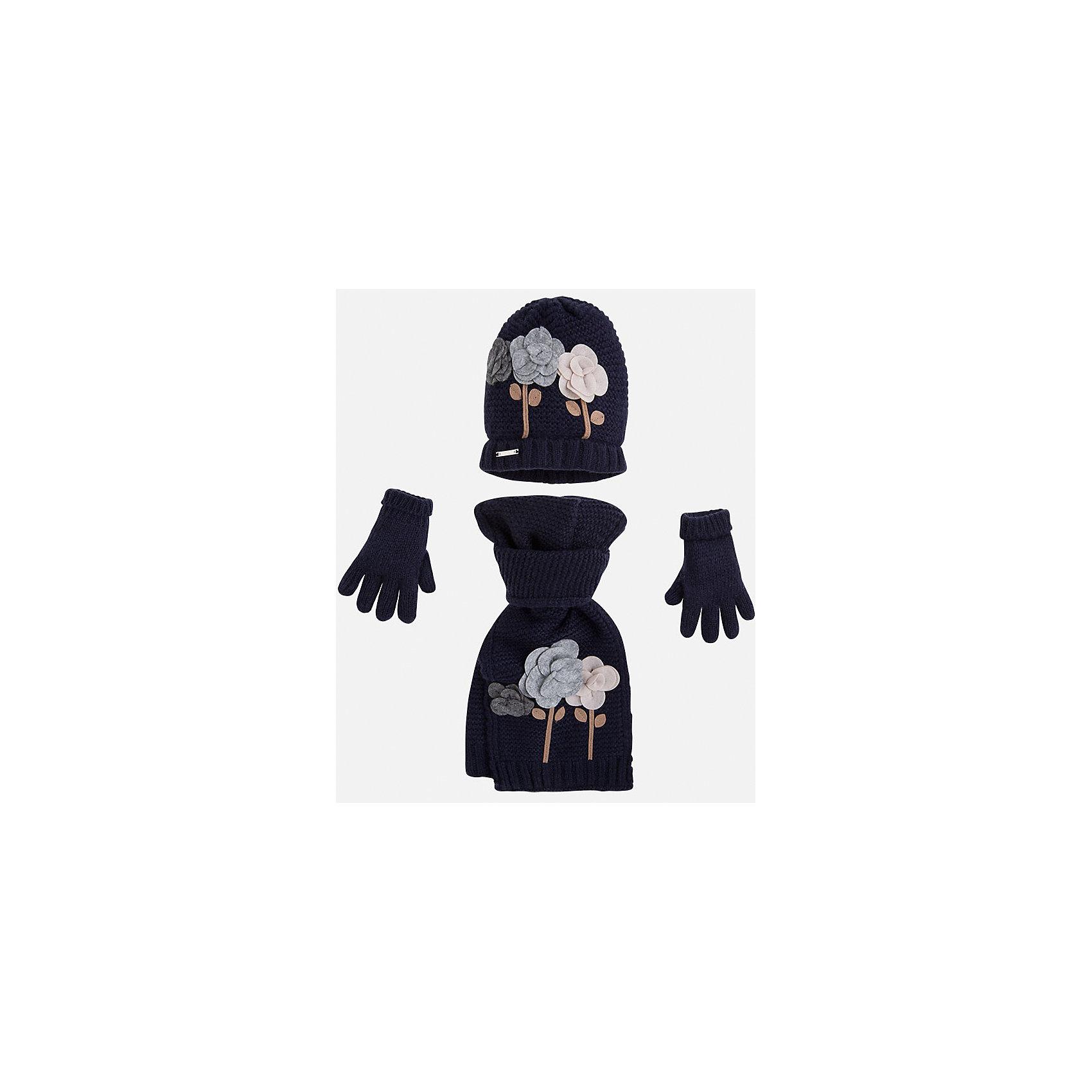 Комплект:шапка, шарф и перчатки для девочки MayoralКомплект: шапка, шарф и перчатки для девочки Mayoral от известного испанского бренда Mayoral. Вязаный комплект выполнен из акриловой пряжи с добавлением полиамида, что обеспечивает высокую износоустойчивость, сохранение формы и цвета даже при длительном использовании. Комплект выполнен в синем цвете рельефной вязкой:  на шапке и перчатках имеются отвороты из вязаной резинки. Шарф и шапка оформлены объемной аппликацией в форме разноцветных роз. <br><br>Дополнительная информация:<br><br>- Предназначение: повседневная одежда<br>- Комплектация: шапка, шарф, перчатки <br>- Цвет: темно-синий<br>- Пол: для девочки<br>- Состав: 87% акрил, 13% полиамид<br>- Сезон: осень-зима-весна<br>- Особенности ухода: стирка при температуре 30 градусов, разрешается химическая чистка, глажение <br><br>Подробнее:<br><br>• Для детей в возрасте: от 2 лет и до 9 лет<br>• Страна производитель: Китай<br>• Торговый бренд: Mayoral<br><br>Комплект: шапка, шарф и перчатки для девочки Mayoral (Майорал) можно купить в нашем интернет-магазине.<br><br>Ширина мм: 89<br>Глубина мм: 117<br>Высота мм: 44<br>Вес г: 155<br>Цвет: синий<br>Возраст от месяцев: 48<br>Возраст до месяцев: 72<br>Пол: Женский<br>Возраст: Детский<br>Размер: 52-54,54-56,48-50<br>SKU: 4847770