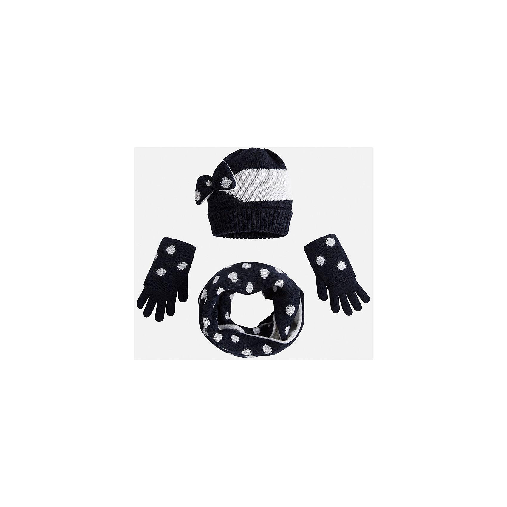 Комплект:шапка, шарф и перчатки для девочки MayoralДемисезонные<br>Комплект: шапка, шарф и перчатки для девочки Mayoral от известного испанского бренда Mayoral. Оригинальный вязаный комплект выполнен из акриловой пряжи. Комплект состоит из шапки, шарфа-хомута и перчаток. Шарф и перчатки оформлены крупными горошинами в  технике интарсия; на шапке в этой же технике выполнены широкие полосы, сбоку темно-синий бантик с белыми горошинами. Шарф-хомут двусторонний: одна сторона белая с синими горошинами, вторая – синяя с белыми горошинами. Комплект устойчив к изменению формы и цвета. <br><br>Дополнительная информация:<br><br>- Предназначение: повседневная одежда<br>- Комплектация: шапка, шарф, перчатки <br>- Цвет: темно-синий, белый<br>- Пол: для девочки<br>- Состав: 100% акрил <br>- Сезон: осень-зима-весна<br>- Особенности ухода: стирка при температуре 30 градусов, разрешается химическая чистка, глажение <br><br>Подробнее:<br><br>• Для детей в возрасте: от 2 лет и до 9 лет<br>• Страна производитель: Китай<br>• Торговый бренд: Mayoral<br><br>Комплект: шапка, шарф и перчатки для девочки Mayoral (Майорал) можно купить в нашем интернет-магазине.<br><br>Ширина мм: 89<br>Глубина мм: 117<br>Высота мм: 44<br>Вес г: 155<br>Цвет: синий<br>Возраст от месяцев: 48<br>Возраст до месяцев: 72<br>Пол: Женский<br>Возраст: Детский<br>Размер: 52-54,48-50,54-56<br>SKU: 4847774