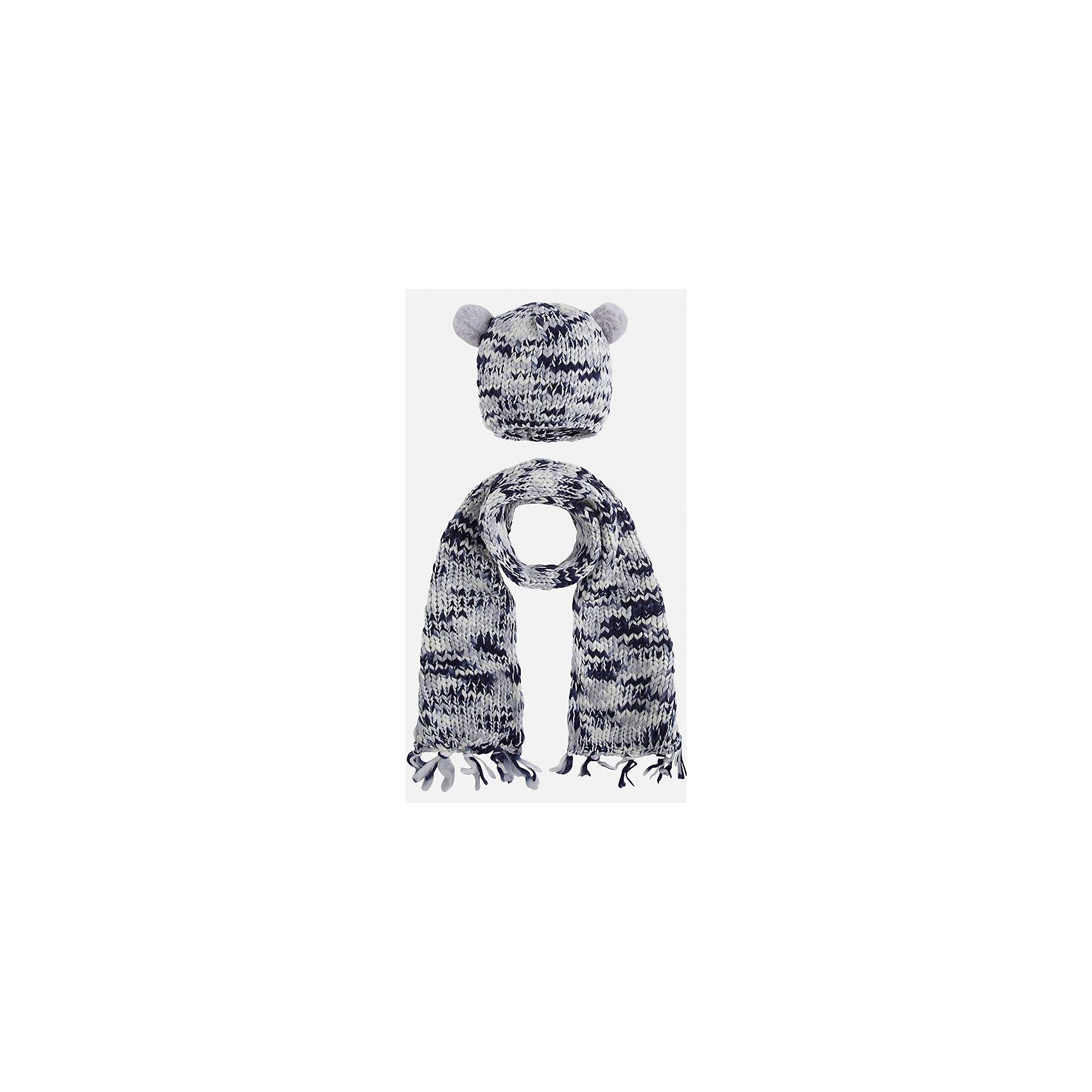 Комплект:шапка и шарф для девочки MayoralГоловные уборы<br>Комплект: шапка и шарф для девочки Mayoral от известного испанского бренда Mayoral. Вязаный комплект выполнен из акриловой пряжи с добавлением люрексовой нити серебристого цвета. Комплект состоит из шапки и шарфа, связанных крупной вязкой. Шапка имеет классическую форму, сверху по бокам имеются небольшие помпоны из серой пряжи, по краям шарфа – кисти, выполненные из пряжи. <br><br>Дополнительная информация:<br><br>- Предназначение: повседневная одежда<br>- Комплектация: шапка, шарф<br>- Цвет: серый, белый, темно-синий<br>- Пол: для девочки<br>- Состав: 90% акрил, 10% металлизированная нить<br>- Сезон: осень-зима-весна<br>- Особенности ухода: стирка при температуре 30 градусов, разрешается химическая чистка, глажение <br><br>Подробнее:<br><br>• Для детей в возрасте: от 2 лет и до 9 лет<br>• Страна производитель: Китай<br>• Торговый бренд: Mayoral<br><br>Комплект: шапка и шарф для девочки Mayoral (Майорал) можно купить в нашем интернет-магазине.<br><br>Ширина мм: 89<br>Глубина мм: 117<br>Высота мм: 44<br>Вес г: 155<br>Цвет: синий<br>Возраст от месяцев: 48<br>Возраст до месяцев: 72<br>Пол: Женский<br>Возраст: Детский<br>Размер: 52-54,48-50,54-56<br>SKU: 4847790