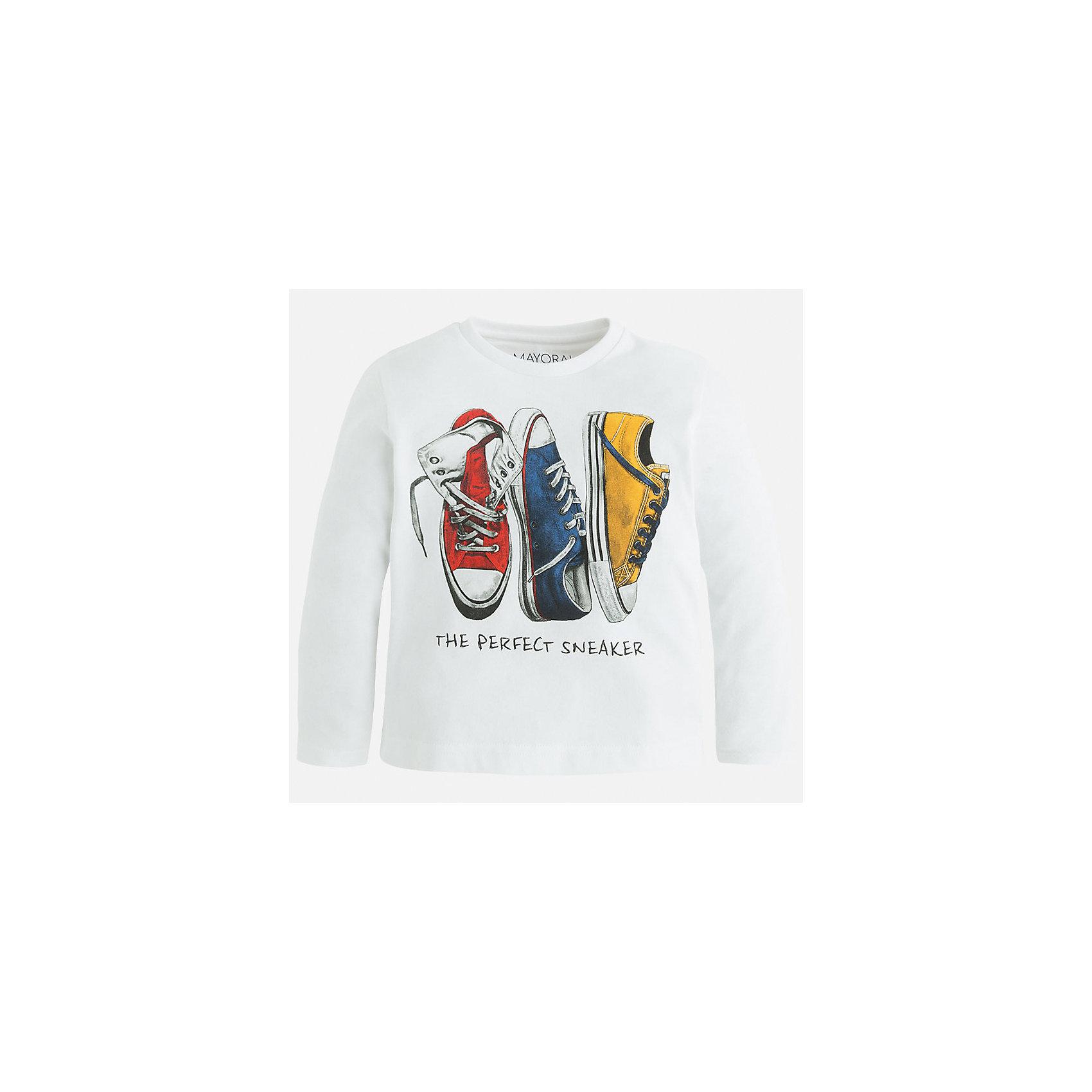 Футболка с длинным рукавом для мальчика MayoralФутболки с длинным рукавом<br>Футболка с длинным рукавом для мальчика из коллекции осень-зима 2016-2017 известного испанского бренда Mayoral (Майорал). Стильная и удобная хлопковая футболка на каждый день. Приятный молочно-белый цвет футбоки прекрасно сочетается с дизайном принта и придет по вкусу вашему чемпиону. Футболка имеет округлую горловину и отлично подойдет как к джинсам, так и к штанам спортивного стиля. <br><br>Дополнительная информация:<br><br>- Рукав: длинный<br>- Силуэт: прямой<br>Состав: 100% хлопок<br><br>Футболку с длинным рукавом для мальчиков Mayoral (Майорал) можно купить в нашем интернет-магазине.<br><br>Подробнее:<br>• Для детей в возрасте: от 10 до 14 лет<br>• Номер товара: 4847811<br>Страна производитель: Китай<br><br>Ширина мм: 230<br>Глубина мм: 40<br>Высота мм: 220<br>Вес г: 250<br>Цвет: белый<br>Возраст от месяцев: 24<br>Возраст до месяцев: 36<br>Пол: Мужской<br>Возраст: Детский<br>Размер: 98,134,116,104,110,122,128<br>SKU: 4847810