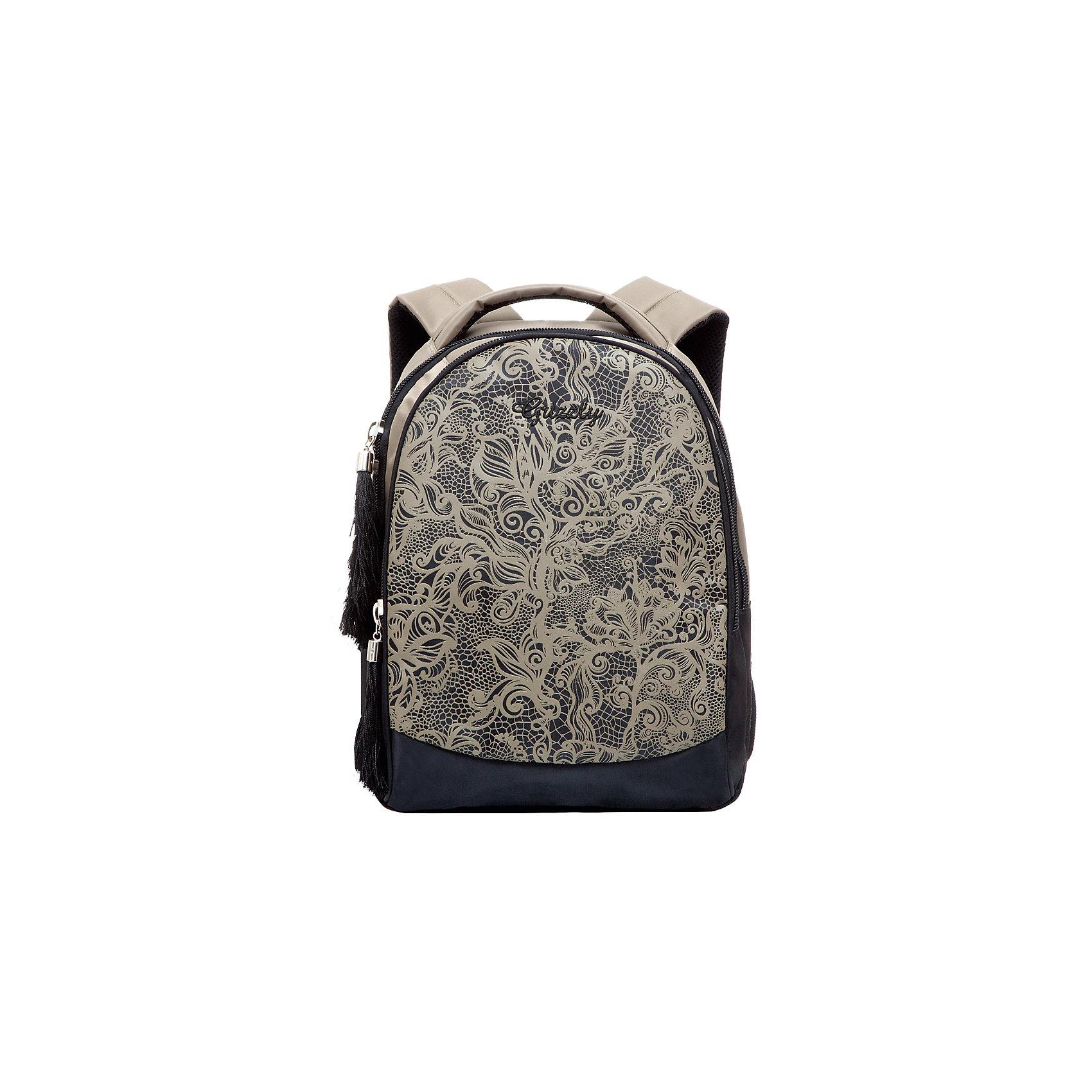 Рюкзак школьный Grizzly , бежевыйРюкзаки<br>Рюкзак, бежевый, Grizzly (Гризли) ? рюкзак отечественного бренда Гризли молодежной серии. Рюкзак выполнен из принтованного полиэстера в сочетании с нейлоном высокого качества, что обеспечивает легкий вес, но при этом надежность и прочность. Все швы выполнены капроновыми нитками, что делает швы особенно крепкими и устойчивыми к износу даже в течение нескольких лет. <br>Внутреннее устройство рюкзака состоит из двух отсеков, внутреннего кармана на молнии и составного пенала-органайзера для хранения канцелярских принадлежностей. Удобство и эргономичность рюкзака обеспечивается укрепленной спинкой и лямками, а также благодаря мягкой укрепленной ручке. Лямки регулируются под рост школьника. Уникальность рюкзаков Grizzly заключается в том, что анатомическая спинка изготовлена из специальной ткани, которая пропускает воздух, тем самым защищает спину от повышенного потоотделения. <br>Рюкзаки молодежной серии Grizzly (Гризли) ? это не только удобство и функциональность, это еще и оригинальный современный дизайн. Рюкзак, бежевый, Grizzly (Гризли) выполнен в классическом стиле: цветочный узор нежно-бежжевого цвета на черном фоне. <br>Рюкзак, бежевый, Grizzly (Гризли) ? это качество материалов, удобство и долговечность использования. <br><br>Дополнительная информация:<br><br>- Вес: 667 г<br>- Габариты (Д*Г*В): 27*17*35 см<br>- Цвет: черный, бежевый<br>- Материал: полиэстер, нейлон <br>- Сезон: круглый год<br>- Коллекция: молодежная <br>- Год коллекции: 2016 <br>- Пол: женский<br>- Предназначение: для школы, для занятий спортом<br>- Особенности ухода: можно чистить влажной щеткой или губкой, допускается ручная стирка<br><br>Подробнее:<br><br>• Для школьников в возрасте: от 8 лет и до 12 лет<br>• Страна производитель: Россия<br>• Торговый бренд: Grizzly<br><br>Рюкзак, бежевый, Grizzly (Гризли) можно купить в нашем интернет-магазине.<br><br>Ширина мм: 270<br>Глубина мм: 170<br>Высота мм: 350<br>Вес г: 667<br>Возраст от месяцев: 72<br>Возр