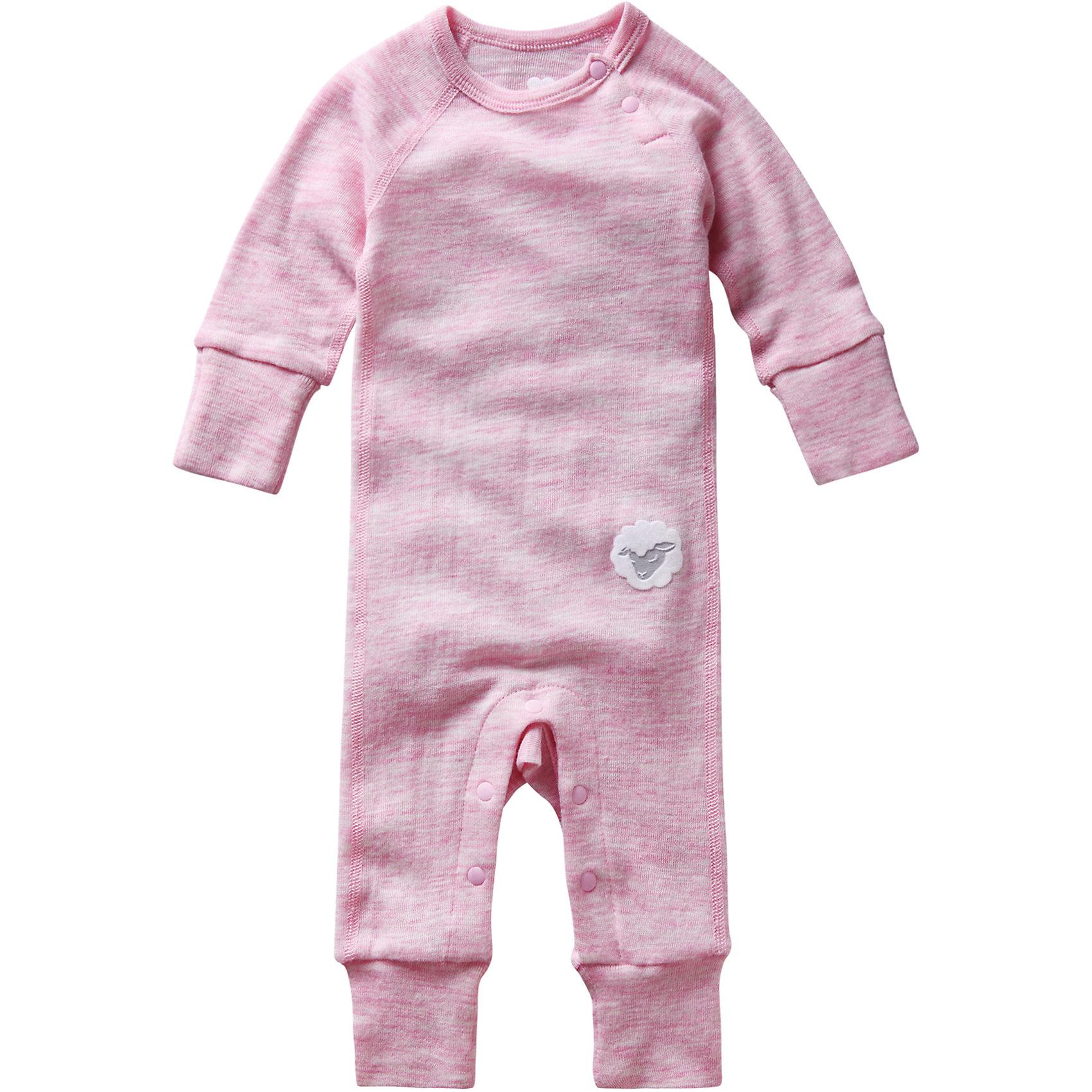 Комбинезон для девочки ReimaКомбинезон Reima (Рейма), розовый от известного финского производителя теплой детской одежды Reima. Выполнен из сочетания шерсти и бамбукового волокна, что делает изделие абсолютно гипоаллергенным и приятным на ощупь. Комбинезон обладает воздухопроницаемыми свойствами и позволяет обеспечивать оптимальную температуру.  Все швы на комбинезоне выполнены плоскими и наружными. Для удобства одевания на горловине имеется косая застежка на кнопках, штаны также застегиваются на кнопки, что обеспечивает легкость в смене подгузников. У рукавов и штанин имеются отворачивающиеся манжеты, что позволит увеличить размер изделия. Комбинезон выполнен в розовом цвете, спереди имеется апликация в форме овечки. Комбинезон можно использовать как в качестве отдельного варианта одежды, так и в качестве промежуточного слоя в холодное время года.<br><br>Дополнительная информация:<br><br>- Предназначение: повседневная одежда<br>- Цвет: розовый<br>- Пол: для девочки<br>- Состав: 72% шерсть, 28% лиоцелл<br>- Сезон: круглый год<br>- Особенности ухода: машинная стирка при температуре от 30 градусов, глажение<br><br>Подробнее:<br><br>• Для детей в возрасте: от 3 месяцев лет и до 6 месяцев<br>• Страна производитель: Китай<br>• Торговый бренд: Reima, Финляндия<br><br>Комбинезон Reima (Рейма), розовый можно купить в нашем интернет-магазине.<br><br>Ширина мм: 215<br>Глубина мм: 88<br>Высота мм: 191<br>Вес г: 336<br>Возраст от месяцев: 0<br>Возраст до месяцев: 3<br>Пол: Женский<br>Возраст: Детский<br>Размер: 56,68,62,50<br>SKU: 4863948