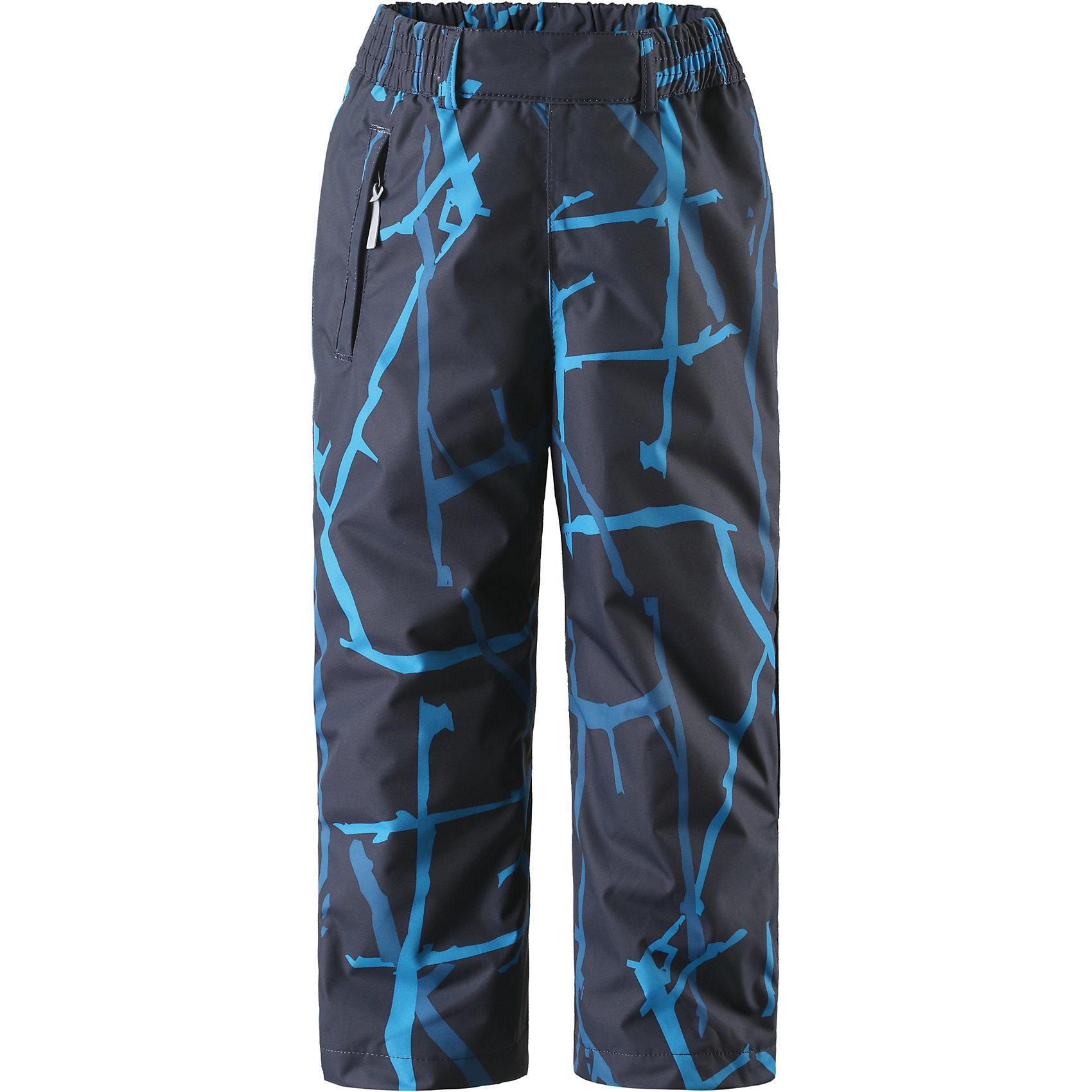 Брюки Reimatec® ReimaБрюки Reimatec® Reima (Рейма), темно синий от известного финского производителя детской одежды Reima. Зимние брюки выполнены из полиэстера с полиуретановым покрытием, обладают высокой износоустойчивостью, воздухопроницаемыми, ветрозащитными, водооталкивающими и грязеотталкивающими свойствами. Изделие устойчиво к изменению формы и цвета даже при длительном использовании. Силуэт изделия имеет классическую форму: прямые брюки с высокой посадкой, регулируемый по ширине пояс делают изделие особо комфортным для активного отдыха и прогулок.  С правого бока имеется втачной карман  на молнии. У брюк все швы проклеенные, снизу брючин предусмотрена регулировка по ширине и блокировка на кнопках от попадания снега. Зимние брюки от Reima  можно носить при температуре до - 20 градусов.    <br><br>Дополнительная информация:<br><br>- Предназначение: повседневная одежда для прогулок и активного отдыха<br>- Цвет: темно синий, голубой<br>- Пол: для мальчика<br>- Состав: 100% полиэстер, полиуретановое покрытие<br>- Сезон: зима<br>- Особенности ухода: стирать изделие, предварительно вывернув его на левую сторону, не использовать отбеливающие вещества<br><br>Подробнее:<br><br>• Для детей в возрасте: от 1,5 лет и до 2 лет<br>• Страна производитель: Китай<br>• Торговый бренд: Reima, Финляндия<br><br>Брюки Reimatec® Reima (Рейма), темно синий можно купить в нашем интернет-магазине.<br><br>Ширина мм: 215<br>Глубина мм: 88<br>Высота мм: 191<br>Вес г: 336<br>Возраст от месяцев: 18<br>Возраст до месяцев: 24<br>Пол: Мужской<br>Возраст: Детский<br>Размер: 92<br>SKU: 4864024