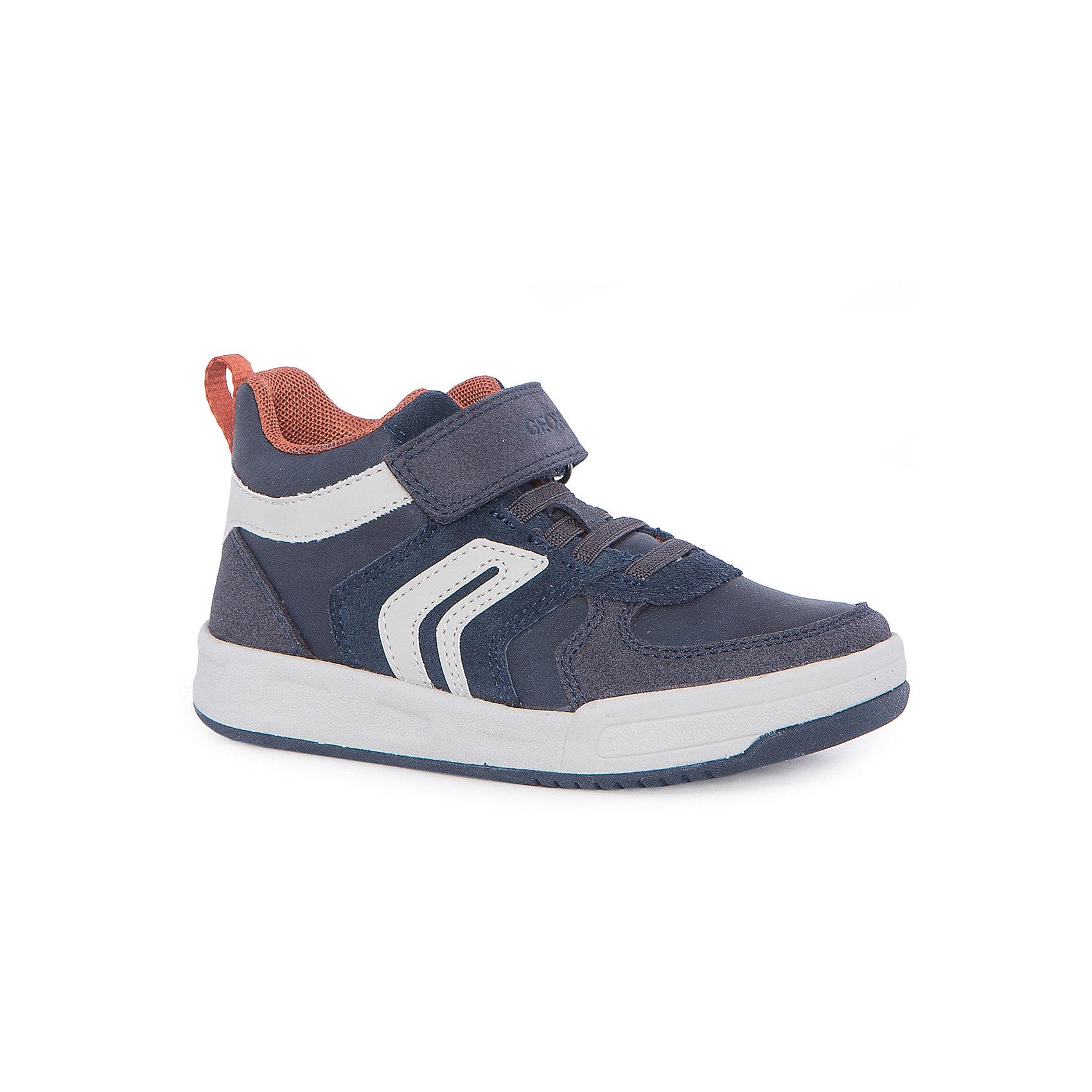 Ботинки для мальчика GeoxБотинки<br>Ботинки для мальчика от знаменитого итальянского бренда взрослой и детской одежды и обуви GEOX (Геокс). Приятные Ботинки темно-синего цвета в совмещении с деталями кирпичного и белого цветов придут по вкусу вашему моднику. Разработанная технология подошвы кроссовок не позволяет им скользить, амортизирует шаги, не пропускает воду и позволяет стопе дышать. Эргономичная антибактериальная стелька и высокий задник хорошо фиксируют голеностоп и удобны в носке. Ботинки с плоской подошвой отлично подойдут на сезон осень-весна. Застегиваются на липучку, что позволит ребенку быстро надевать и снимать Ботинки и не беспокоиться о шнурках.<br><br>Дополнительная информация:<br>- Температурный режим: от +10° С до 25° С.<br>- Состав:<br>верх: текстиль, синтетика<br>подкладка: текстиль<br>стелька: натуральная кожа<br>подошва: резина<br>Ботинки для мальчика GEOX (Геокс) можно купить в нашем магазине.<br>Подробнее:<br>• Для детей в возрасте: от 4 до 13 лет<br>• Номер товара: 4864960<br>Страна производитель: Камбоджа<br><br>Ширина мм: 250<br>Глубина мм: 150<br>Высота мм: 150<br>Вес г: 250<br>Цвет: синий<br>Возраст от месяцев: 96<br>Возраст до месяцев: 108<br>Пол: Мужской<br>Возраст: Детский<br>Размер: 32,37,30,33,35,31,36,27,28,34,38,29<br>SKU: 4864960