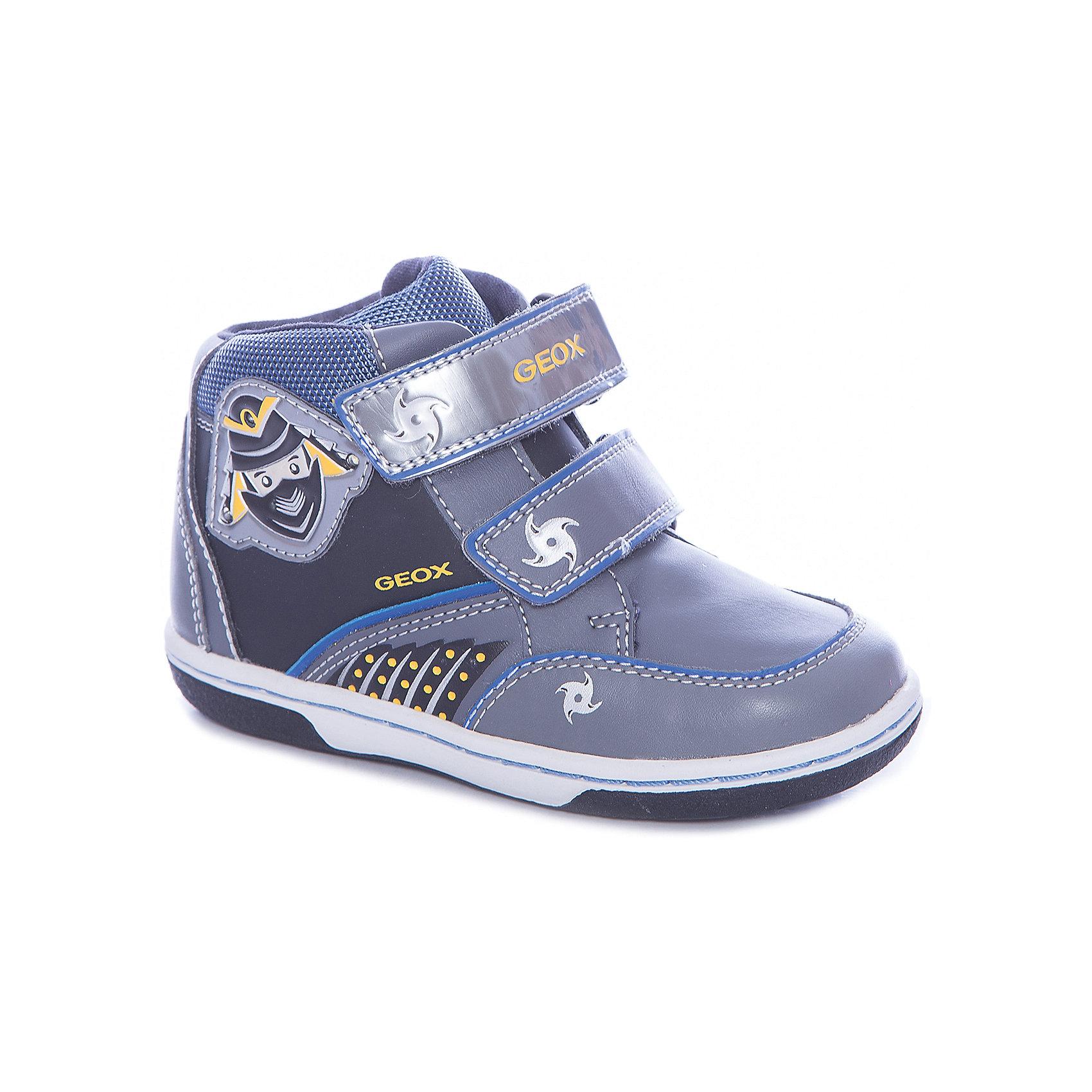 Ботинки для мальчика GeoxБотинки<br>Ботинки для мальчика от знаменитого итальянского бренда взрослой и детской одежды и обуви GEOX (Геокс). Прогулки станут еще веселее! Ботинки представлены в сером цвете в совмещении с серебристыми, синими и желтыми деталями, на них имеются нашитые озорные ниндзи и рисунки сюрикэнов. Разработанная технология подошвы кроссовок не позволяет им скользить, амортизирует шаги, не пропускает воду и позволяет стопе дышать. Мягкая подошва отлично гнется, обеспечивая безопасность шагов малыша, поддерживая стопу, позволяя стоять более уверенно и оставляя свободу движения. Эргономичная антибактериальная стелька и высокий задник хорошо фиксируют голеностоп и удобны в носке. Внутренний материал позволяют легко надевать и снимать Ботинки, застегивая на две практичные липучки. Ботинки сохраняют тепло маленьких ножек и оставляют их сухими, позволяя им дышать. <br>Дополнительная информация:<br>- Состав:<br>верх:  80% синтетика, 20% текстиль<br>подкладка: текстиль<br>стелька: натуральная кожа <br>подошва: резина<br>Ботинки для мальчика GEOX (Геокс) можно купить в нашем магазине.<br>Подробнее:<br>• Для детей в возрасте: от 12 месяцев до 4 лет<br>• Номер товара: 4865018<br>Страна производитель: Индонезия<br><br>Ширина мм: 250<br>Глубина мм: 150<br>Высота мм: 150<br>Вес г: 250<br>Цвет: серый<br>Возраст от месяцев: 24<br>Возраст до месяцев: 36<br>Пол: Мужской<br>Возраст: Детский<br>Размер: 26,23,27,25,24<br>SKU: 4865018