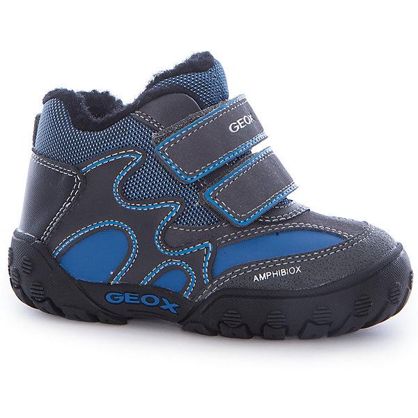 Ботинки для мальчика GeoxОбувь для малышей<br>Характеристики товара:<br><br>• цвет: серый/синий<br>• внешний материал: искусственные материалы<br>• внутренний материал: искусственная шерсть<br>• стелька: искусственная шерсть<br>• подошва: резина<br>• температурный режим: от 0°С до -15°С<br>• мембрана Geox Amphibiox<br>• защищённый мыс<br>• застежка: липучки<br>• контрастная прострочка<br>• непромокаемая подошва<br>• устойчивая подошва<br>• декорированы логотипом<br>• коллекция: осень-зима 2016-2017<br>• страна бренда: Италия<br><br>Теплые симпатичные полусапожки для мальчика помогут обеспечить ребенку комфорт в холодную погоду. Универсальный цвет позволяет надевать их под одежду разных расцветок. Полусапожки удобно сидят на ноге и красиво смотрятся. В них можно ходить по снегу не боясь, что ноги промокнут или замерзнут.<br><br>Обувь от бренда GEOX - это классический пример итальянского стиля и высокого качества, известных по всему миру. Модели этой марки - неизменно модные и комфортные. Для их производства используются только безопасные, качественные материалы и фурнитура. Отличие этой линейки обуви - мембранная технология, которая обеспечивает естественное дыхание обуви и в то же время не пропускает воду. Это особенно важно для детской обуви!<br><br>Полусапожки для мальчика от итальянского бренда GEOX (ГЕОКС) можно купить в нашем интернет-магазине.<br>Ширина мм: 257; Глубина мм: 180; Высота мм: 130; Вес г: 420; Цвет: серый; Возраст от месяцев: 21; Возраст до месяцев: 24; Пол: Мужской; Возраст: Детский; Размер: 24,27,26,25,23; SKU: 4865036;