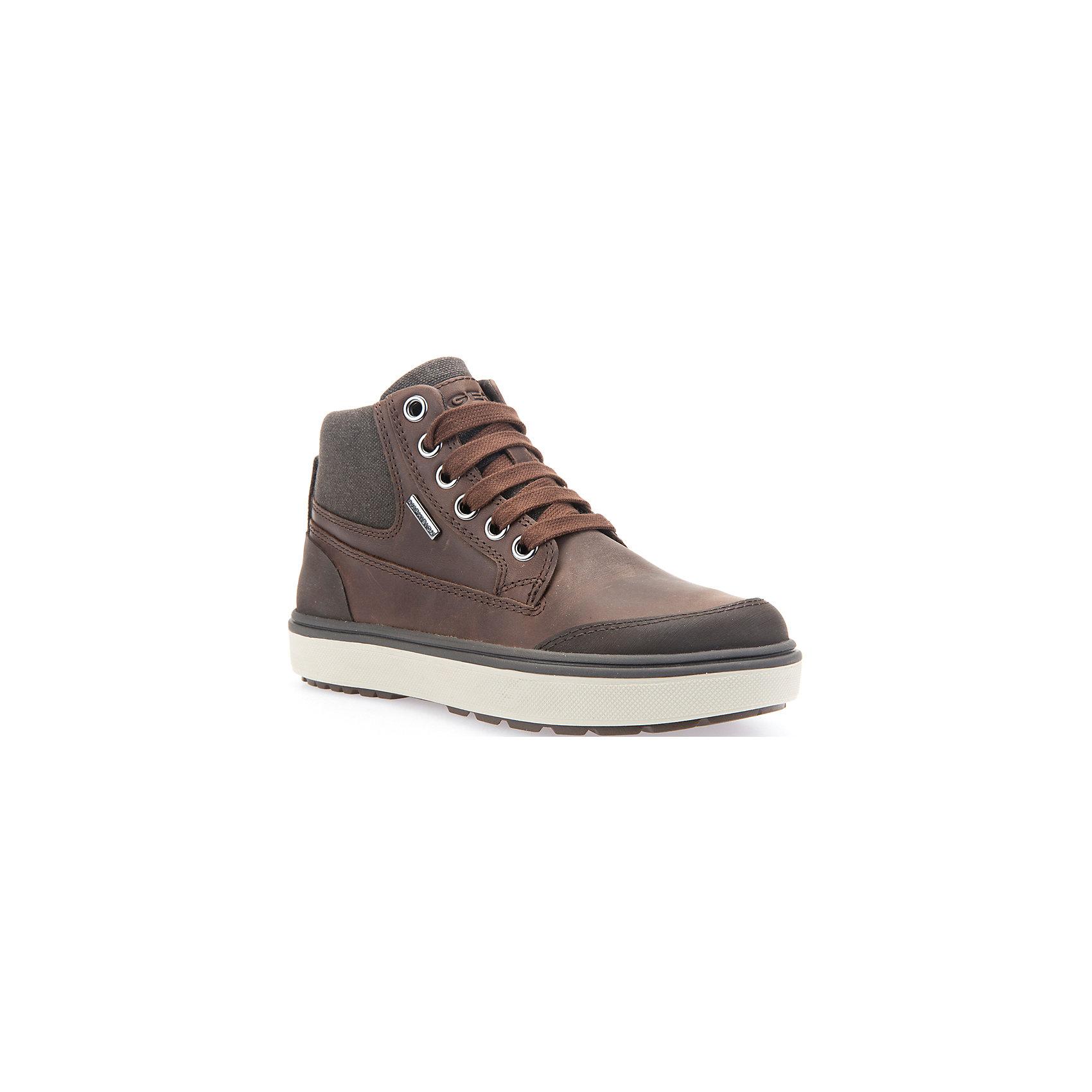 Ботинки для мальчика GeoxБотинки<br>Ботинки для мальчика GEOX (ГЕОКС)<br>Ботинки для мальчика от GEOX (ГЕОКС) выполнены из натуральной кожи. Модель имеет теплую подкладку и войлочную стельку с изоляционным алюминиевым слоем, что улучшается тепловое сопротивление в холодных условиях, повышая температуру внутри обуви. Влага не застаивается в обуви, благодаря чему создается идеальный микроклимат, который держит ноги теплыми и сухими, и позволяет им дышать естественно. Тип застежки шнуровка, также модель застёгивается на удобную боковую молнию, которая фиксируется небольшой липучкой. Колодка соответствует анатомическим особенностям строения детской стопы. Качественная амортизация снижает нагрузку на суставы. Легкая подошва из ЭВА с микропористой мембраной обеспечивает естественное дыхание обуви, не пропускает воду.<br><br>Дополнительная информация:<br><br>- Сезон: демисезон<br>- Цвет: коричневый<br>- Состав: натуральная кожа 60%, синтетический материал 40%<br>- Материал верха: натуральная кожа<br>- Внутренний материал: текстиль<br>- Материал стельки: текстиль<br>- Материал подошвы: резина<br>- Тип подошвы: рифленая<br>- Вид застежки: шнуровка, молния<br>- Высота задника: 7 см.<br>- Технология Amphibiox<br>- Материалы и продукция прошли специальную проверку T?V S?D, на отсутствие веществ, опасных для здоровья покупателей<br><br>Ботинки для мальчика GEOX (ГЕОКС) можно купить в нашем интернет-магазине.<br><br>Ширина мм: 257<br>Глубина мм: 180<br>Высота мм: 130<br>Вес г: 420<br>Цвет: коричневый<br>Возраст от месяцев: 48<br>Возраст до месяцев: 60<br>Пол: Мужской<br>Возраст: Детский<br>Размер: 28,35,37,29,30,36,38,34,32,31,33<br>SKU: 4865106