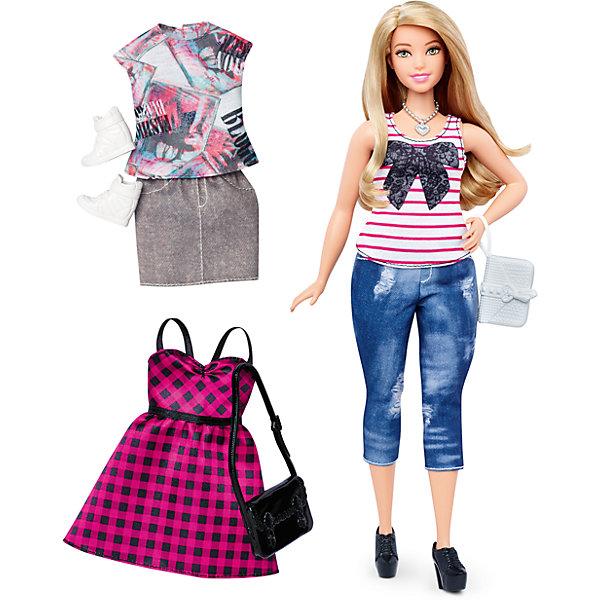 Кукла + набор одежды, BarbieПопулярные игрушки<br>Характеристики куклы Барби:<br><br>• высота куклы – 29 см;<br>• шарнирные руки куклы, поднимаются вверх и в стороны, одна рука Барби согнута в локте;<br>• ножки красавицы поднимаются и опускаются, Барби может занимать сидячую позу;<br>• голова куклы поворачивается;<br>• нейлоновые волосы куколки легко расчесываются, не путаются;<br>• наряды куклы Барби выполнены из полиэстера, одежда снимается;<br>• обувь Бабри пластиковая.<br><br>Кукла Барби обожает наряжаться и переодеваться! Ее гардероб пестрит сочными красками и цветочными принтами. Коллекция одежды представлена тремя комплектами: джинсовые бриджи и майка, миниюбка и футболка, клетчатый сарафан. Девочки могут переодевать Барби, комбинировать детали гардероба, наряжать свою красавицу. <br><br>Комплектация игрового набора Mattel:<br><br>• кукла Барби;<br>• три комплекта одежды;<br>• босоножки, ботинки;<br>• 2 сумочки;<br>• кулон на шею.<br><br>Куклу + набор одежды, Barbie можно купить в нашем интернет-магазине.<br><br>Ширина мм: 60<br>Глубина мм: 255<br>Высота мм: 325<br>Вес г: 356<br>Возраст от месяцев: 36<br>Возраст до месяцев: 120<br>Пол: Женский<br>Возраст: Детский<br>SKU: 4865297