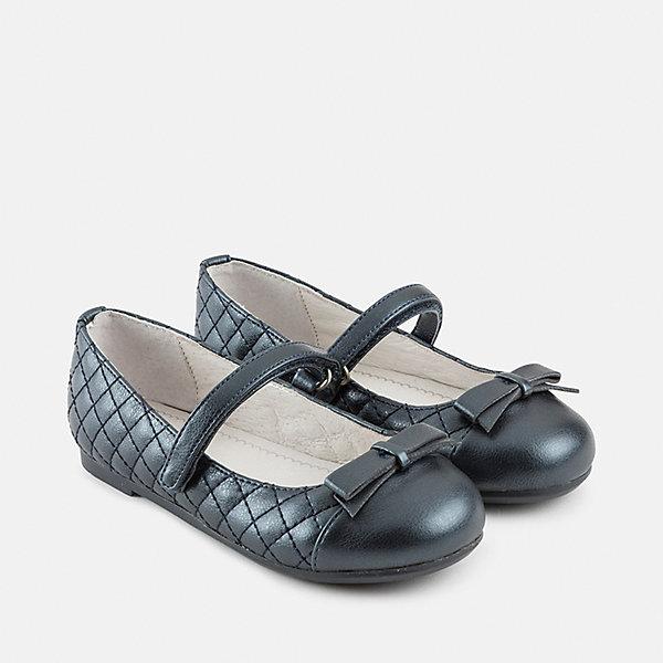 Туфли для девочки MayoralНарядная обувь<br>Характеристики товара:<br><br>• цвет: синий<br>• материал верха: 100% полиуретан<br>• материал подошвы: полиуретан<br>• материал подкладки: 100% кожа<br>• декорированы бантами<br>• застежка: липучка<br>• устойчивая подошва<br>• страна бренда: Испания<br><br>Такие туфли - это удобно и красиво! Для детской обуви крайне важно, чтобы она была комфортной и качественной. Эти туфли обеспечивают детям необходимый комфорт, а подкладка создает особый микроклимат. Подошва - устойчивая, подкладка - из натуральной кожи. Туфли легко надеваются и снимаются, отлично сидят на ноге. Модель легкая и продуманная.<br>Обувь от испанского бренда Mayoral в данный момент завоевала широкую популярность во всем мире, и это не удивительно - ведь она очень качественная и удобная. Продукция компании - это действительно продуманные товары, созданные с применением новейших технологий. Обувь отличается модным дизайном и тщательно разработанной конструкцией. Изделие производится из качественных и проверенных материалов, которые безопасны для детей. <br><br>Туфли для девочки от торговой марки Mayoral можно купить в нашем интернет-магазине.<br><br>Ширина мм: 227<br>Глубина мм: 145<br>Высота мм: 124<br>Вес г: 325<br>Цвет: синий<br>Возраст от месяцев: 84<br>Возраст до месяцев: 96<br>Пол: Женский<br>Возраст: Детский<br>Размер: 31,32,35,33,34<br>SKU: 4867552