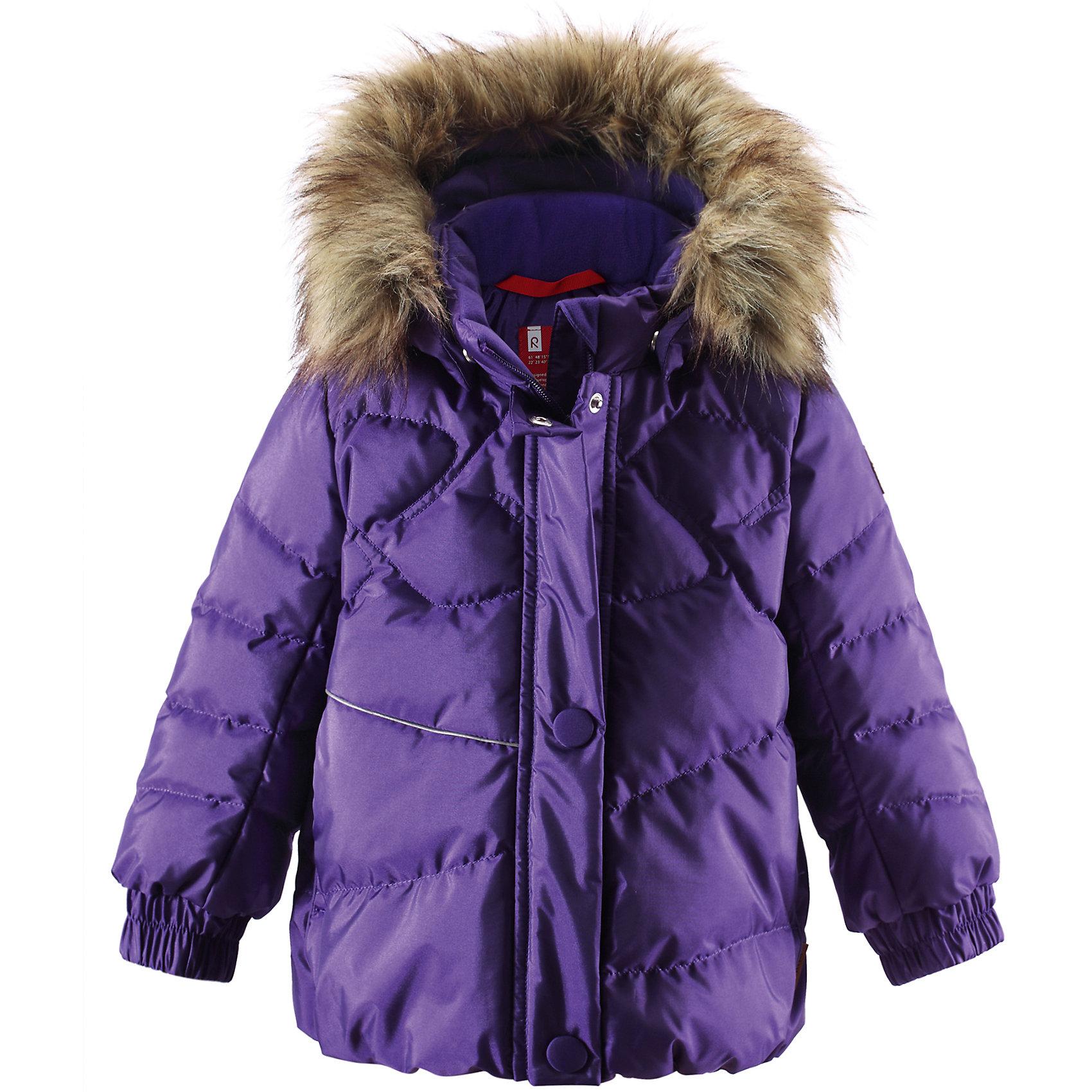 Куртка ReimaОдежда<br>Куртка Reima (Рейма), фиолетовый от известного финского производителя  детской одежды Reima. Зимняя куртка для девочки выполнена сочетания полиамида и полиэстера, что обеспечивает высокую износоустойчивость, водооталкивающие,  грязеотталкивающие и ветрозащитные свойства. Изделие устойчиво к изменению формы и цвета даже при длительном использовании. Куртка имеет классическую форму: прямой силуэт с чуть присборенным низом, воротник-стойка, застежка-молния с защитой у подбородка, капюшон с отделкой из искусственного меха, рукава на резинках. Для лучшей посадки на спинке изделия имеется резинка. Все швы изделия прокленные, что обеспечивает дополнительную защиту от влаги и ветра. Куртка выполнена в модном фиолетовом цвете. Изделие имеет высокую степень утепления, можно носить при температуре до -30 градусов мороза.<br><br>Дополнительная информация:<br><br>- Предназначение: повседневная одежда для прогулок и активного отдыха<br>- Цвет: фиолетовый<br>- Пол: для девочки<br>- Состав: 55% полиамид, 45% полиэстер <br>- Сезон: зима<br>- Особенности ухода: стирать изделие, предварительно вывернув его на левую сторону, не использовать отбеливающие вещества<br><br>Подробнее:<br><br>• Для детей в возрасте: от 2 лет и до 3 лет<br>• Страна производитель: Китай<br>• Торговый бренд: Reima, Финляндия<br><br>Куртку Reima (Рейма), фиолетовый можно купить в нашем интернет-магазине.<br><br>Ширина мм: 356<br>Глубина мм: 10<br>Высота мм: 245<br>Вес г: 519<br>Цвет: лиловый<br>Возраст от месяцев: 12<br>Возраст до месяцев: 18<br>Пол: Женский<br>Возраст: Детский<br>Размер: 86,80,92,98<br>SKU: 4869644