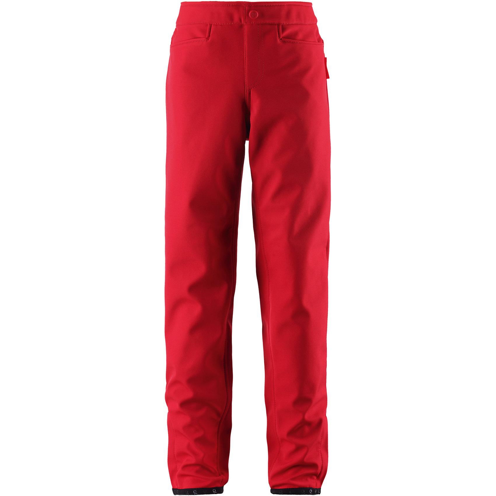 Брюки ReimaОдежда<br>Брюки Reima (Рейма), красный от известного финского производителя  детской одежды Reima. Брюки выполнены из 100% полиэстера, обладают высокой износоустойчивостью, воздухопроницаемыми, водооталкивающими и грязеотталкивающими свойствами. Изделие устойчиво к изменению формы и цвета даже при длительном использовании. Силуэт брюк имеет слегка приталенную форму и эластичный регулируемый пояс, что повышает удобство и комфорт даже при активном отдыхе на природе. У пояса имеются шлевки, спереди брюк – боковые втачные карманы, ширина низа брючин регулируется за счет имеющихся застежек на липучках. <br><br>Дополнительная информация:<br><br>- Предназначение: повседневная одежда для прогулок и активного отдыха<br>- Цвет: красный<br>- Пол: для девочки<br>- Состав: 100% полиэстер<br>- Сезон: демисезонные<br>- Особенности ухода: стирать изделие, предварительно вывернув его на левую сторону, не использовать отбеливающие вещества<br><br>Подробнее:<br><br>• Для детей в возрасте: от 7 лет и до 8 лет<br>• Страна производитель: Китай<br>• Торговый бренд: Reima, Финляндия<br><br>Брюки Reima (Рейма), красный можно купить в нашем интернет-магазине.<br><br>Ширина мм: 215<br>Глубина мм: 88<br>Высота мм: 191<br>Вес г: 336<br>Цвет: красный<br>Возраст от месяцев: 36<br>Возраст до месяцев: 48<br>Пол: Унисекс<br>Возраст: Детский<br>Размер: 104,134,110,116<br>SKU: 4869740