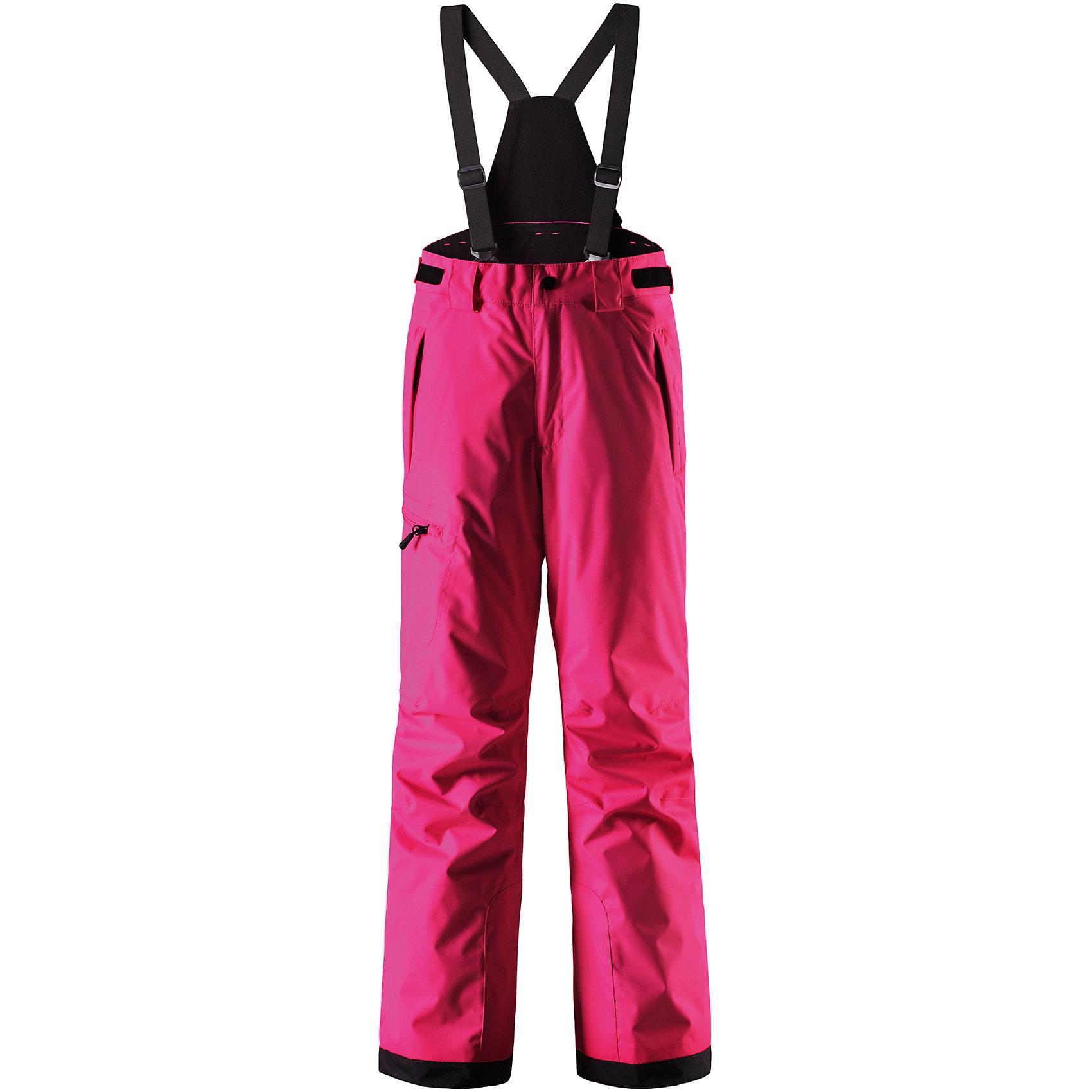 Брюки ReimaБрюки Reima (Рейма), розовый от известного финского производителя  детской одежды Reima. Зимние брюки для девочки выполнены из полиамида, который обладает высокой износоустойчивостью, воздухопроницаемыми, водооталкивающими и грязеотталкивающими свойствами. Изделие устойчиво к изменению формы и цвета даже при длительном использовании. Силуэт изделия имеет классическую форму: прямые брюки с высокой посадкой, съемными подтяжками и широким поясом. Пояс по ширине регулируется застежками на липучках, по бокам брюк имеются втачные карманы с застежками-молниями. У брюк все швы проклеенные, снизу брючин предусмотрена блокировка на кнопках от попадания снега. Зимние брюки от Reima  можно носить при температуре до - 20 градусов.    <br><br>Дополнительная информация:<br><br>- Предназначение: повседневная одежда для прогулок и активного отдыха<br>- Цвет: розовый<br>- Пол: для девочки<br>- Состав: 100% полиамид, полиуретановое покрытие<br>- Сезон: зима<br>- Особенности ухода: стирать изделие, предварительно вывернув его на левую сторону, не использовать отбеливающие вещества<br><br>Подробнее:<br><br>• Для детей в возрасте: от 11 лет и до 12 лет<br>• Страна производитель: Китай<br>• Торговый бренд: Reima, Финляндия<br><br>Брюки Reima (Рейма), розовый можно купить в нашем интернет-магазине.<br><br>Ширина мм: 215<br>Глубина мм: 88<br>Высота мм: 191<br>Вес г: 336<br>Цвет: розовый<br>Возраст от месяцев: 132<br>Возраст до месяцев: 144<br>Пол: Унисекс<br>Возраст: Детский<br>Размер: 152<br>SKU: 4869745