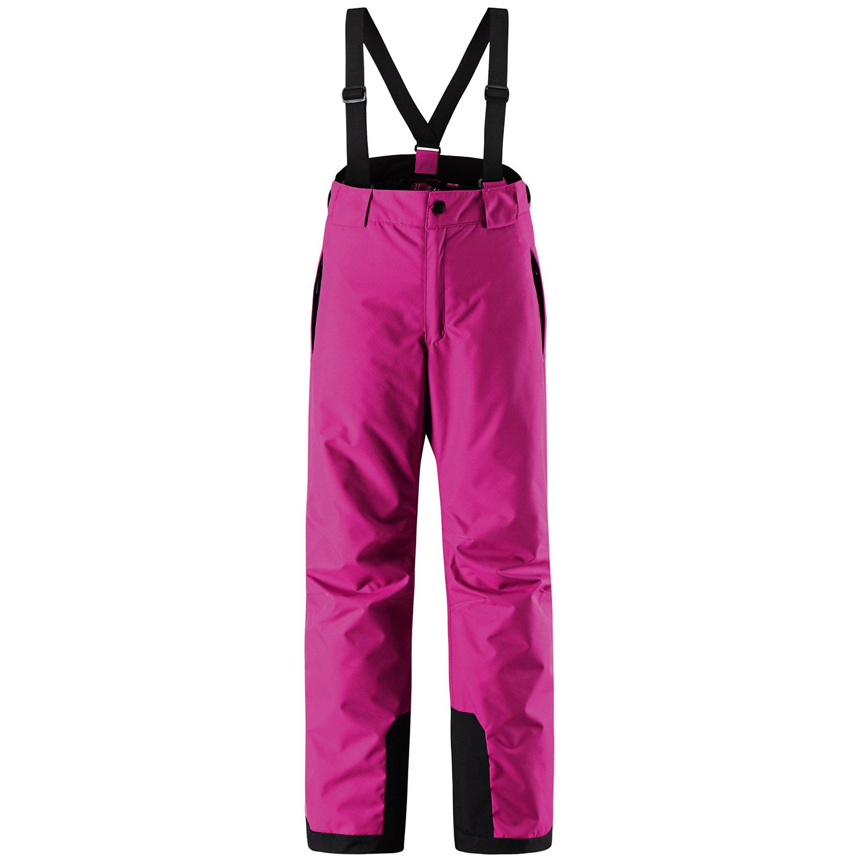 Брюки ReimaБрюки Reima (Рейма), розовый от известного финского производителя  детской одежды Reima. Зимние брюки для девочки выполнены из полиэстера, который обладает высокой износоустойчивостью, воздухопроницаемыми, водооталкивающими и грязеотталкивающими свойствами. Изделие устойчиво к изменению формы и цвета даже при длительном использовании. Силуэт изделия имеет классическую форму: прямые брюки с высокой посадкой, съемными подтяжками и широким поясом. Пояс по ширине регулируется застежками на липучках, по бокам брюк имеются втачные карманы с застежками-молниями. У брюк все швы проклеенные, снизу брючин предусмотрена блокировка на кнопках от попадания снега. Зимние брюки от Reima  можно носить при температуре до - 20 градусов.    <br><br>Дополнительная информация:<br><br>- Предназначение: повседневная одежда для прогулок и активного отдыха<br>- Цвет: розовый<br>- Пол: для девочки<br>- Состав: 100% полиэстер, полиуретановое покрытие<br>- Сезон: зима<br>- Особенности ухода: стирать изделие, предварительно вывернув его на левую сторону, не использовать отбеливающие вещества<br><br>Подробнее:<br><br>• Для детей в возрасте: от 9 лет и до 10 лет<br>• Страна производитель: Китай<br>• Торговый бренд: Reima, Финляндия<br><br>Брюки Reima (Рейма), розовый можно купить в нашем интернет-магазине.<br><br>Ширина мм: 215<br>Глубина мм: 88<br>Высота мм: 191<br>Вес г: 336<br>Возраст от месяцев: 144<br>Возраст до месяцев: 156<br>Пол: Женский<br>Возраст: Детский<br>Размер: 158,146,134,164,128,140,152<br>SKU: 4869747