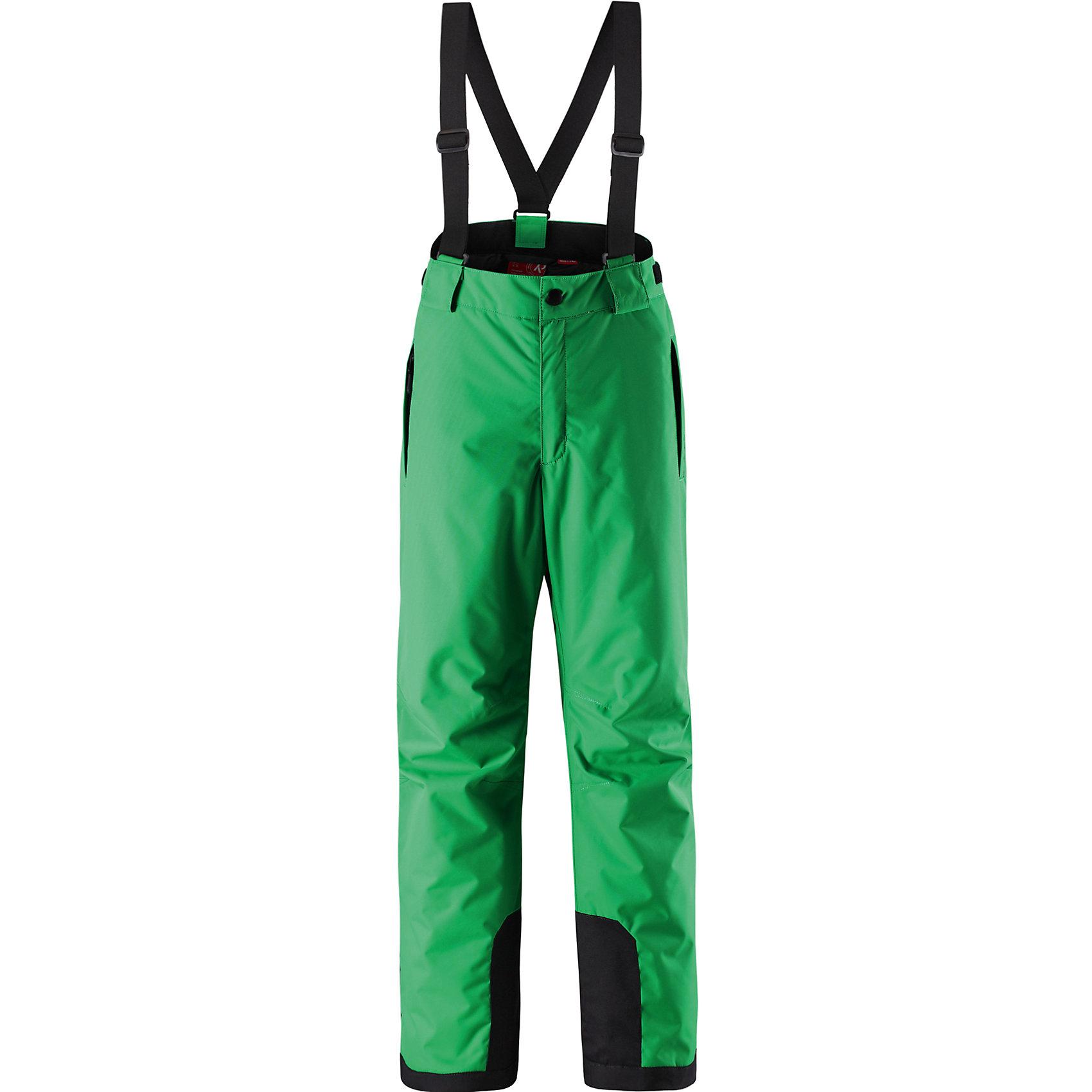 Брюки ReimaБрюки Reima (Рейма), зеленый от известного финского производителя  детской одежды Reima. Зимние брюки для девочки выполнены из полиэстера, который обладает высокой износоустойчивостью, воздухопроницаемыми, водооталкивающими и грязеотталкивающими свойствами. Изделие устойчиво к изменению формы и цвета даже при длительном использовании. Силуэт изделия имеет классическую форму: прямые брюки с высокой посадкой, съемными подтяжками и широким поясом. Пояс по ширине регулируется застежками на липучках, по бокам брюк имеются втачные карманы с застежками-молниями. У брюк все швы проклеенные, снизу брючин предусмотрена блокировка на кнопках от попадания снега. Зимние брюки от Reima  можно носить при температуре до - 20 градусов.    <br><br>Дополнительная информация:<br><br>- Предназначение: повседневная одежда для прогулок и активного отдыха<br>- Цвет: зеленый<br>- Пол: для девочки<br>- Состав: 100% полиэстер<br>- Сезон: зима<br>- Особенности ухода: стирать изделие, предварительно вывернув его на левую сторону, не использовать отбеливающие вещества<br><br>Подробнее:<br><br>• Для детей в возрасте: от 11 лет и до 12 лет<br>• Страна производитель: Китай<br>• Торговый бренд: Reima, Финляндия<br><br>Брюки Reima (Рейма), зеленый можно купить в нашем интернет-магазине.<br><br>Ширина мм: 215<br>Глубина мм: 88<br>Высота мм: 191<br>Вес г: 336<br>Цвет: зеленый<br>Возраст от месяцев: 108<br>Возраст до месяцев: 120<br>Пол: Унисекс<br>Возраст: Детский<br>Размер: 140,158,152,146<br>SKU: 4869765