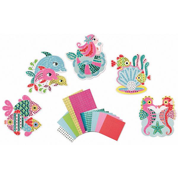 Набор для творчества: самоклеющаяся мозайка Подводное царство, 5 карточекКартины из песка<br>Набор для творчества: самоклеящаяся мозаика Подводное царство, 5 карточек<br>5 пронумерованных цветных заготовок - картинок, 3 листа цветных квадратных наклеек «мозаика» (7x7 мм.), 2 листа цветных круглых наклеек «мозайка» (? 5 мм.), 2 листа цветных, блестящих, квадратных наклеек «мозаика» (7x7 мм.), 2 листа цветных, блестящих круглых наклеек «мозайка» (? 5 мм.), 1 лист с круглыми разноцветными наклейками-стразами (? 6 мм.), 1 удобный чемоданчик для хранения.<br>Цветной буклет - инструкция на русском языке входит в состав всех наборов для творчества<br><br>Ширина мм: 26<br>Глубина мм: 21<br>Высота мм: 4<br>Вес г: 600<br>Возраст от месяцев: 48<br>Возраст до месяцев: 2147483647<br>Пол: Унисекс<br>Возраст: Детский<br>SKU: 4871830