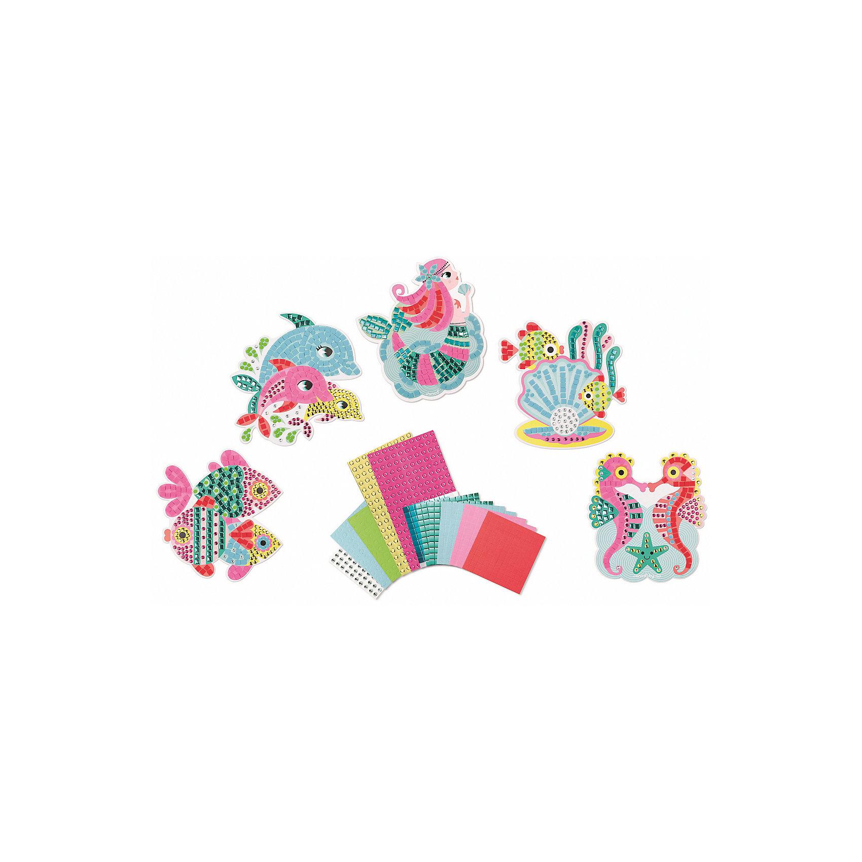 Набор для творчества: самоклеющаяся мозайка Подводное царство, 5 карточекПесочные картинки<br>Набор для творчества: самоклеящаяся мозаика Подводное царство, 5 карточек<br>5 пронумерованных цветных заготовок - картинок, 3 листа цветных квадратных наклеек «мозаика» (7x7 мм.), 2 листа цветных круглых наклеек «мозайка» (? 5 мм.), 2 листа цветных, блестящих, квадратных наклеек «мозаика» (7x7 мм.), 2 листа цветных, блестящих круглых наклеек «мозайка» (? 5 мм.), 1 лист с круглыми разноцветными наклейками-стразами (? 6 мм.), 1 удобный чемоданчик для хранения.<br>Цветной буклет - инструкция на русском языке входит в состав всех наборов для творчества<br><br>Ширина мм: 26<br>Глубина мм: 21<br>Высота мм: 4<br>Вес г: 600<br>Возраст от месяцев: 48<br>Возраст до месяцев: 2147483647<br>Пол: Унисекс<br>Возраст: Детский<br>SKU: 4871830