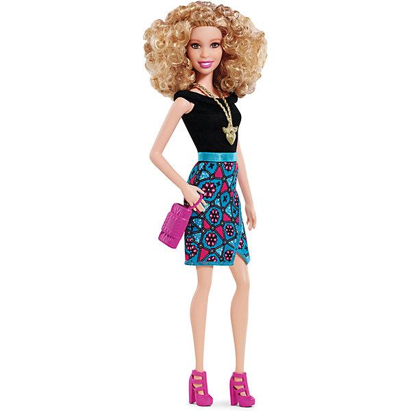 Кукла  Игра с модой, BarbieКуклы<br>Куклы Fashionistas - это множество образов и море удовольствия! Стань модельером и подбирай новые дизайнерские решения. У кукол разный цвет волос, глаз и кожи, разные прически, разная форма лица. Им подходит любой стиль: спортивные маечки и современная высокая мода, популярные платья в горошек и блузки с принтами, богемный шик и рокерские наряды, босоножки на каблуках, балетки, кроссовки, милые ботиночки. Барби любят украшения: бусы, очки, сережки. Они могут носить челки и проборы, кудряшки и прямые волнистые волосы, быть брюнетками, блондинками и рыжими, краситься в абсолютно черный и в современный пурпурный. Собери их всех и устрой свое модное шоу! <br><br>Дополнительная информация:<br><br>- Материал: пластик, текстиль.<br>- Размер куклы: 29 см.<br>- Комплектация: кукла, аксессуары.<br>- Голова, руки, ноги куклы подвижные.<br><br>Куклу Игра с модой, Barbie (Барби), можно купить в нашем магазине.<br>Ширина мм: 60; Глубина мм: 130; Высота мм: 330; Вес г: 230; Возраст от месяцев: 36; Возраст до месяцев: 72; Пол: Женский; Возраст: Детский; SKU: 4874131;