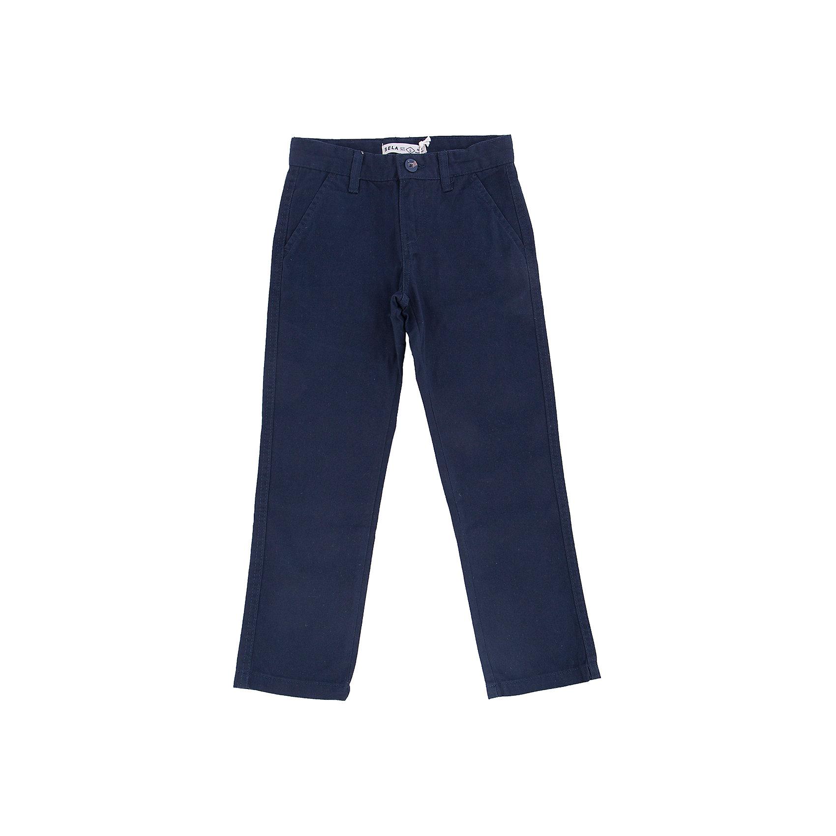Брюки для мальчика SELAБрюки<br>Классические брюки - незаменимая вещь в детском гардеробе. Эта модель отлично сидит на ребенке, она сшита из плотного материала, натуральный хлопок не вызывает аллергии и обеспечивает ребенку комфорт. Модель станет отличной базовой вещью, которая будет уместна в различных сочетаниях.<br>Одежда от бренда Sela (Села) - это качество по приемлемым ценам. Многие российские родители уже оценили преимущества продукции этой компании и всё чаще приобретают одежду и аксессуары Sela.<br><br>Дополнительная информация:<br><br>прямой силуэт;<br>материал: 100% хлопок;<br>плотный материал.<br><br>Брюки для мальчика от бренда Sela можно купить в нашем интернет-магазине.<br><br>Ширина мм: 215<br>Глубина мм: 88<br>Высота мм: 191<br>Вес г: 336<br>Цвет: синий<br>Возраст от месяцев: 132<br>Возраст до месяцев: 144<br>Пол: Мужской<br>Возраст: Детский<br>Размер: 152,116,122,128,134,140,146<br>SKU: 4883584