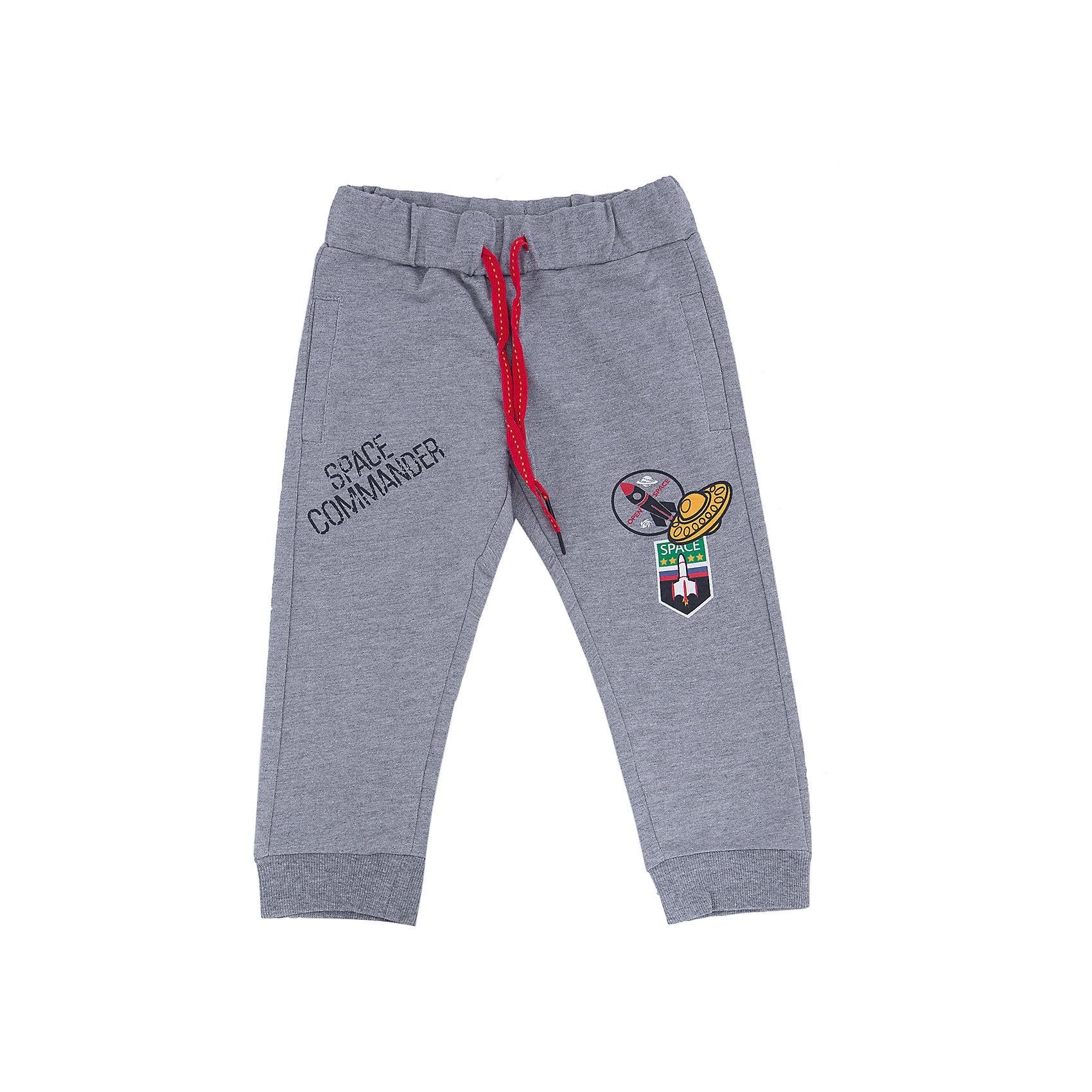 Брюки для мальчика SELAСпортивные брюки - незаменимая вещь в детском гардеробе. Эта модель отлично сидит на ребенке, она сшита из лекгкого материала, который обеспечивает ребенку комфорт. Модель станет отличной базовой вещью, которая будет уместна в различных сочетаниях.<br>Одежда от бренда Sela (Села) - это качество по приемлемым ценам. Многие российские родители уже оценили преимущества продукции этой компании и всё чаще приобретают одежду и аксессуары Sela.<br><br>Дополнительная информация:<br><br>материал: 100% хлопок;<br>удобная посадка;<br>резинка и шнурок в поясе.<br><br>Брюки для мальчика от бренда Sela можно купить в нашем интернет-магазине.<br><br>Ширина мм: 215<br>Глубина мм: 88<br>Высота мм: 191<br>Вес г: 336<br>Цвет: серый<br>Возраст от месяцев: 60<br>Возраст до месяцев: 72<br>Пол: Мужской<br>Возраст: Детский<br>Размер: 116,92,110,104,98<br>SKU: 4883639