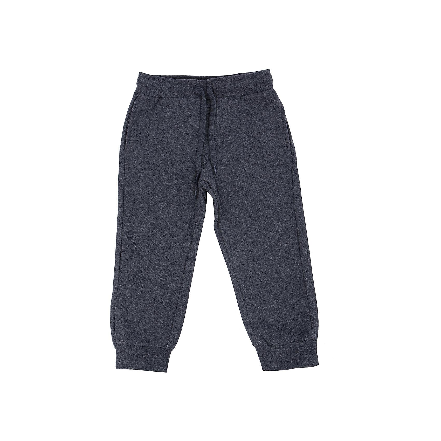 Брюки для мальчика SELAСпортивные брюки - незаменимая вещь в детском гардеробе. Эта модель отлично сидит на ребенке, она сшита из лекгкого материала, который обеспечивает ребенку комфорт. Модель станет отличной базовой вещью, которая будет уместна в различных сочетаниях.<br>Одежда от бренда Sela (Села) - это качество по приемлемым ценам. Многие российские родители уже оценили преимущества продукции этой компании и всё чаще приобретают одежду и аксессуары Sela.<br><br>Дополнительная информация:<br><br>материал: 100% хлопок;<br>удобная посадка;<br>резинка и шнурок в поясе.<br><br>Брюки для мальчика от бренда Sela можно купить в нашем интернет-магазине.<br><br>Ширина мм: 215<br>Глубина мм: 88<br>Высота мм: 191<br>Вес г: 336<br>Цвет: серый<br>Возраст от месяцев: 60<br>Возраст до месяцев: 72<br>Пол: Мужской<br>Возраст: Детский<br>Размер: 116,92,110,104,98<br>SKU: 4883645