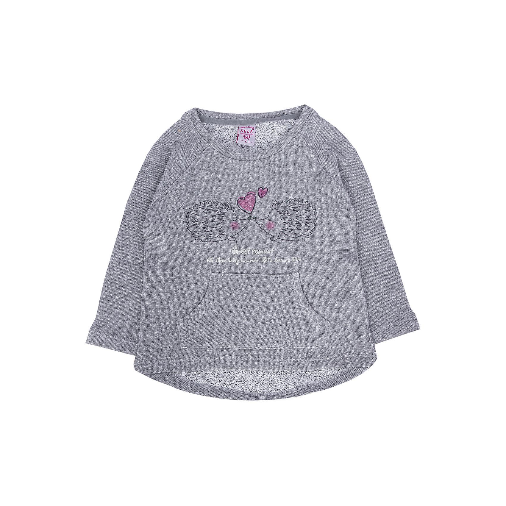 Джемпер для девочки SELAМилый хлопковый джемпер будет замечательным сюрпризом для юной модницы.<br>Спереди на джемпере есть маленький рисунок, который никого не оставит равнодушным,  а так же у него слегка удлинена спинка.<br><br>Дополнительная информация:<br><br>- Рукав - реглан, прямой крой.<br>- Цвет: серый.<br>- Состав: 70% хлопок, 30% ПЭ.<br>- Бренд: SELA<br><br>Купить джемпер для девочки от SELA можно в нашем магазине.<br><br>Ширина мм: 190<br>Глубина мм: 74<br>Высота мм: 229<br>Вес г: 236<br>Цвет: серый<br>Возраст от месяцев: 60<br>Возраст до месяцев: 72<br>Пол: Женский<br>Возраст: Детский<br>Размер: 116,92,98,104,110<br>SKU: 4883689