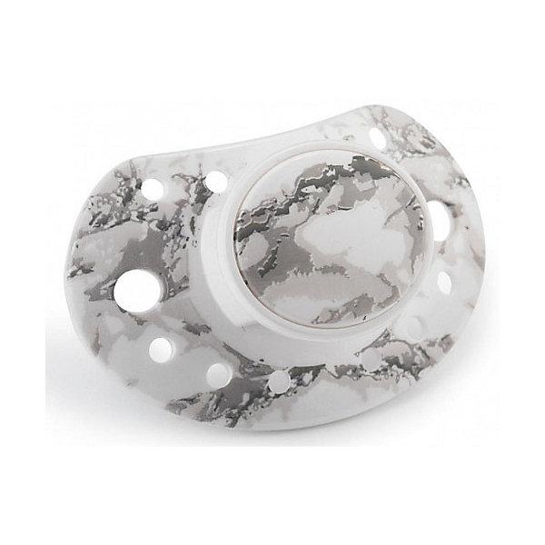 Пустышка Marble Grey, Elodie DetailsПустышки<br>Пустышка Marble Grey, Elodie Details (Элоди Дитейлс)<br><br>Характеристики:<br><br>• ортодонтальная форма<br>• соответствует европейскому стандарту<br>• не содержит бисфенол А<br>• материал: тритан<br>• размер упаковки: 14х8х5 см<br>• вес: 25 грамм<br><br>Стильная пустышка Marble Grey очень качественная и полностью безопасная для ребенка. Она изготовлена из тритана. Этот материал соответствует европейским стандартам, не содержит бисфенол А и обладает высокой прочностью. Ортодонтальная форма поспособствует правильному развитию ротовой полости. Красивая и качественная пустышка - отличный подарок для маленьких модников!<br><br>Пустышку Marble Grey, Elodie Details (Элоди Дитейлс) можно купить в нашем интернет-магазине.<br><br>Ширина мм: 140<br>Глубина мм: 80<br>Высота мм: 50<br>Вес г: 25<br>Возраст от месяцев: 3<br>Возраст до месяцев: 18<br>Пол: Унисекс<br>Возраст: Детский<br>SKU: 4887727
