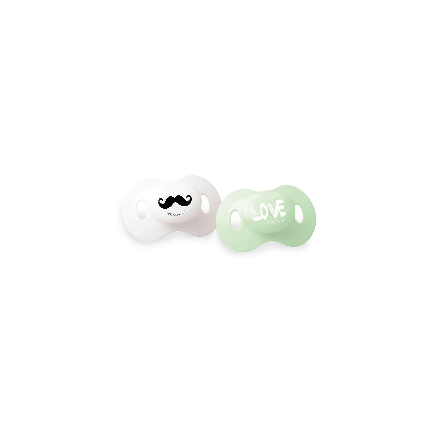 Пустышка Mustache LOVE 2 шт., Elodie DetailsПустышка Mustache LOVE 2 шт., Elodie Details (Элоди Дитейлс)<br><br>Характеристики:<br><br>• ортодонтическая форма<br>• соответствует европейскому стандарту EN-1400<br>• материал: силикон<br>• в комплекте: пустышки - 2 шт.<br>• вес: 100 грамм<br><br>Стильные и качественные пустышки по достоинству оценит каждый заботливый родитель. Они изготовлены из силикона и имеют ортодонтическую форму, способствующую правильному развитию. Пустышки не содержат бисфенол А, не впитывают запахи и обладают высокой прочностью. Модный дизайн с усами и надписью Love прекрасно дополнит стильный образ карапуза.<br><br>Пустышку Mustache LOVE 2 шт., Elodie Details (Элоди Дитейлс) вы можете купить в нашем интернет-магазине.<br><br>Ширина мм: 155<br>Глубина мм: 80<br>Высота мм: 50<br>Вес г: 25<br>Возраст от месяцев: 3<br>Возраст до месяцев: 18<br>Пол: Мужской<br>Возраст: Детский<br>SKU: 4887728
