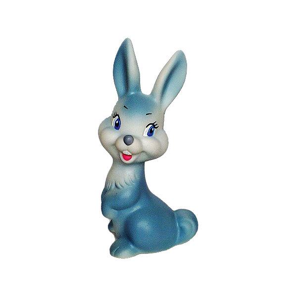 Зайчонок, КудесникиИгрушки для ванной<br>Зайчонок, Кудесники<br><br>Характеристики:<br><br>• Материал: пластизоль<br>• Размер: 14х7 см<br>• Игрушка: зайчонок<br>• Цвет: голубой<br><br>Классический дизайн игрушки неизменно привлекает каждого ребенка уже долгие годы. Сделана игрушка из качественного материала, который не вредит ребенку и не вызывает аллергии. Ее смело можно грызть, брать с собой в ванну, ведь игрушка совершенно не боится воды и влаги. Милый улыбающийся зайчик словно приглашает малыша поиграть с ним.<br><br>Зайчонок, Кудесники можно купить в нашем магазине.<br><br>Ширина мм: 80<br>Глубина мм: 60<br>Высота мм: 120<br>Вес г: 80<br>Возраст от месяцев: 12<br>Возраст до месяцев: 36<br>Пол: Унисекс<br>Возраст: Детский<br>SKU: 4896443