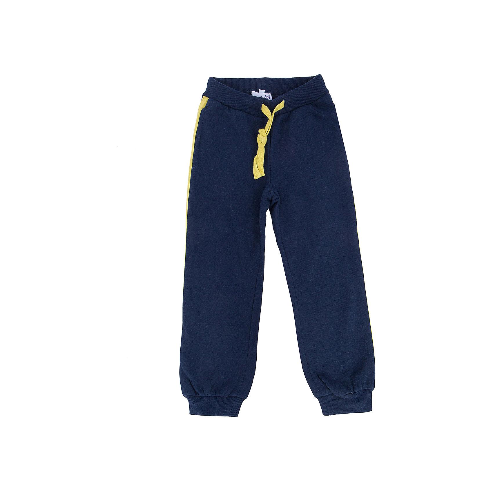 Брюки для мальчика PlayTodayБрюки для мальчика от известного бренда PlayToday.<br>Уютные спортивные брюки из футера с начесом. По бокам яркие лампасы и два функциональных кармана. Пояс на резинке, дополнительно регулируется шнурком. Низ штанишек на мягкой трикотажной резинке.<br>Состав:<br>80% хлопок, 20% полиэстер<br><br>Ширина мм: 215<br>Глубина мм: 88<br>Высота мм: 191<br>Вес г: 336<br>Цвет: разноцветный<br>Возраст от месяцев: 72<br>Возраст до месяцев: 84<br>Пол: Мужской<br>Возраст: Детский<br>Размер: 122,104,128,110,116,98<br>SKU: 4896628