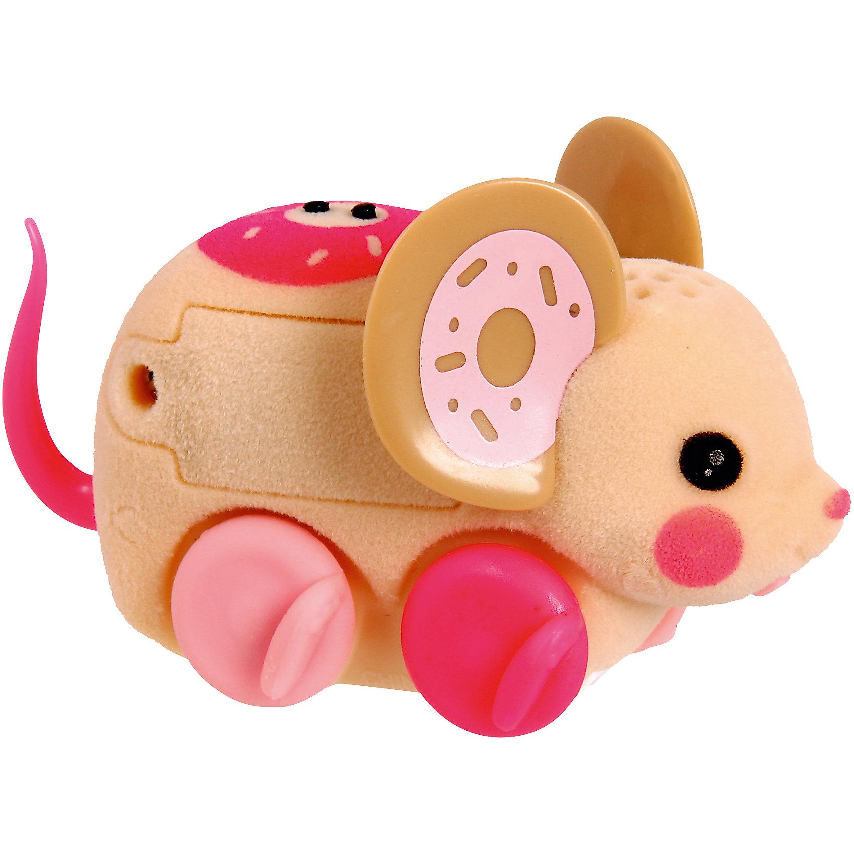 Интерактивная мышка Little Live Pets, бежевая, MooseИнтерактивные животные<br>Интерактивная мышка Little Live Pets, Moose мягкая, как настоящая мышка. Она умеет быстро двигаться и крутиться. Сенсор на спине позволяет включить игрушку с помощью поглаживания, если мышка заснула. Кнопка включения расположена в области ротика. Такая замечательная мышка обязательно вызовет интерес у малыша!<br><br>Дополнительная информация:<br>Материал: пластик, флок<br>Цвет: бежевый<br>Батарейки: AG13 (LR44) (входят в комплект)<br><br>Интерактивную мышку Little Live Pets, Moose вы можете приобрести в нашем интернет-магазине.<br><br>Ширина мм: 224<br>Глубина мм: 159<br>Высота мм: 53<br>Вес г: 80<br>Возраст от месяцев: 60<br>Возраст до месяцев: 108<br>Пол: Женский<br>Возраст: Детский<br>SKU: 4898561